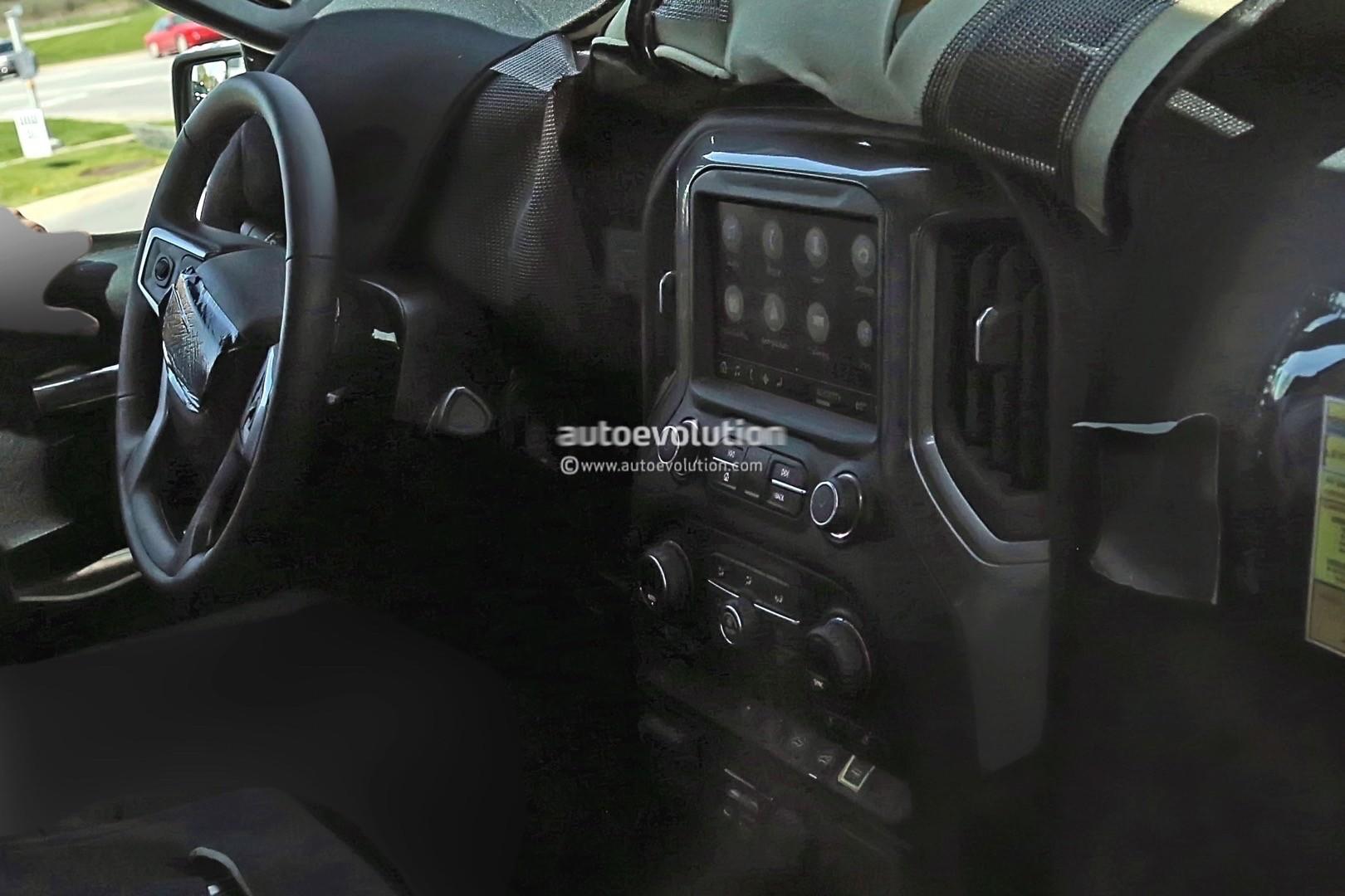 2018 - [Chevrolet / GMC] Silverado / Sierra 2019-chevy-silverado-spies_3