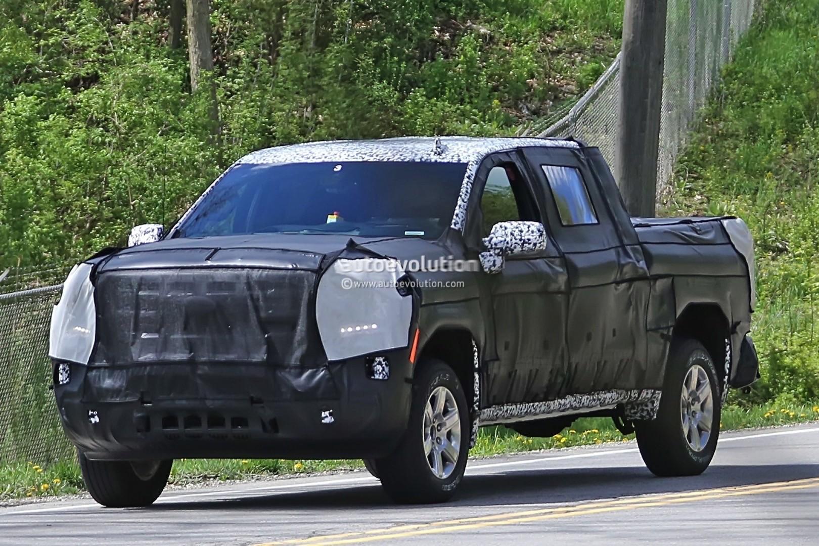 2018 - [Chevrolet / GMC] Silverado / Sierra 2019-chevy-silverado-spies_7