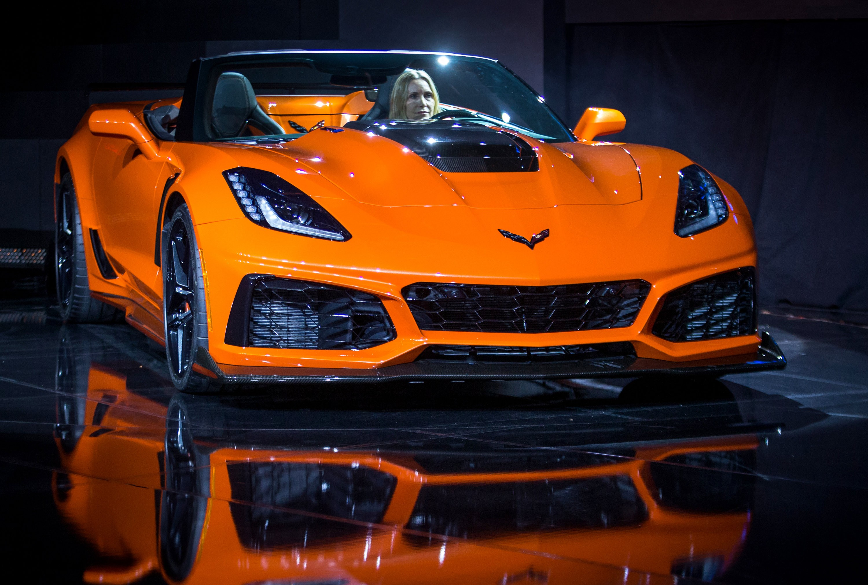 2019 Corvette ZR1 Convertible Locks Down On 2017 L.A. Auto ...