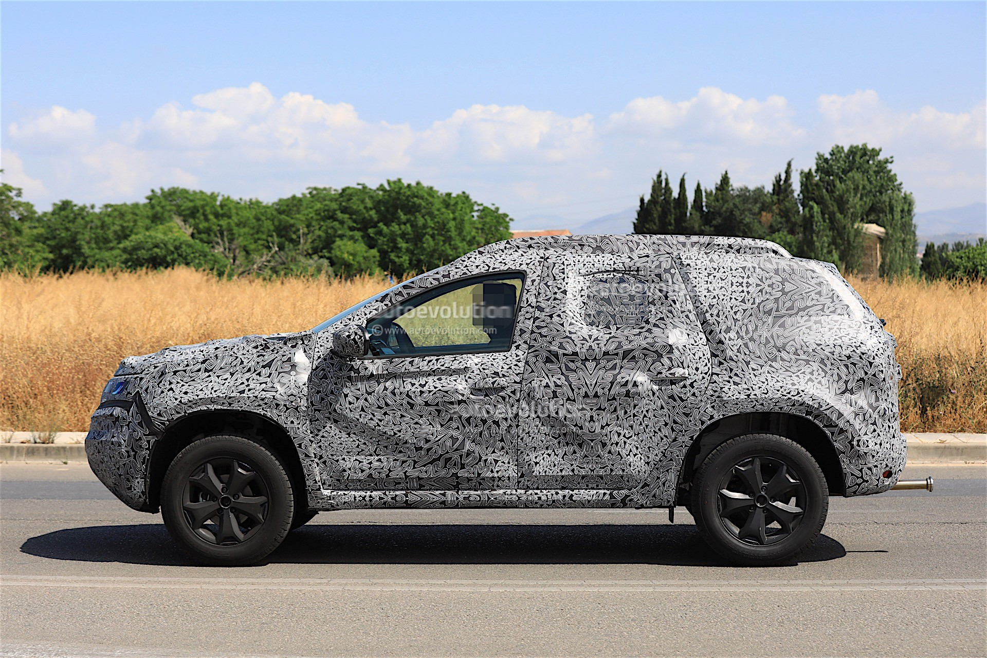 2017 - [Dacia] Duster II - Page 8 2019-dacia-duster-prototype-spied-for-the-first-time_10