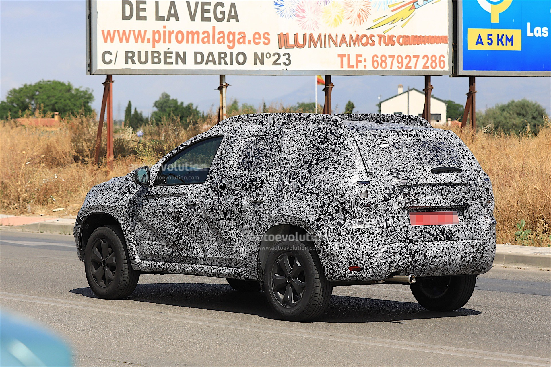 2017 - [Dacia] Duster II - Page 8 2019-dacia-duster-prototype-spied-for-the-first-time_11