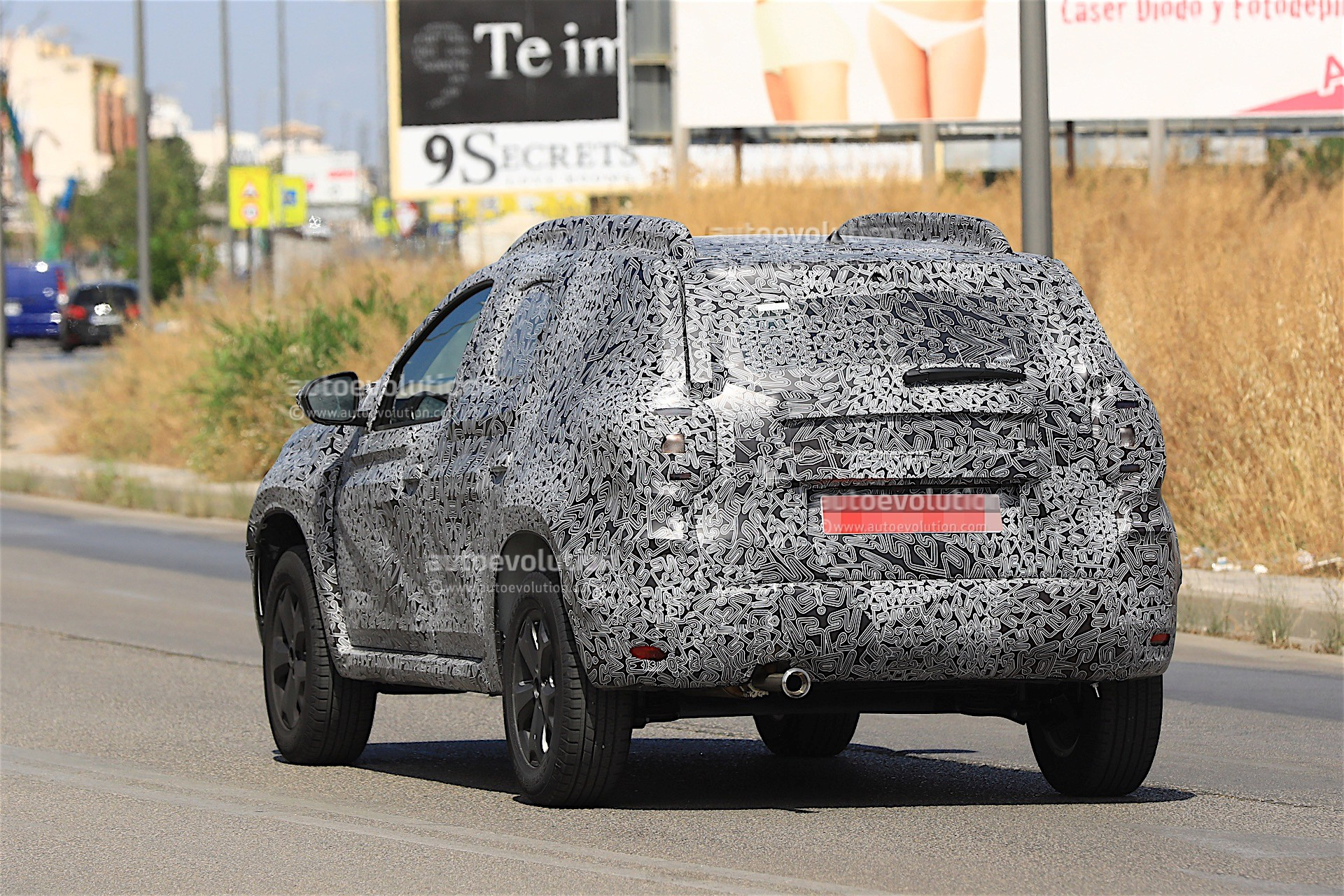 2017 - [Dacia] Duster II - Page 8 2019-dacia-duster-prototype-spied-for-the-first-time_12