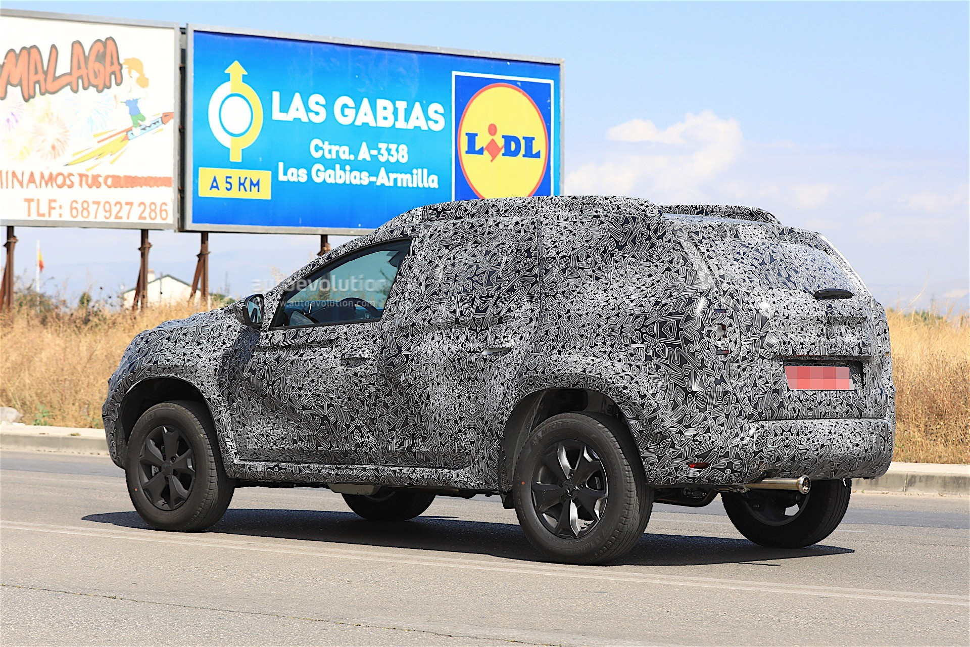 2017 - [Dacia] Duster II - Page 9 2019-dacia-duster-prototype-spied-for-the-first-time_7