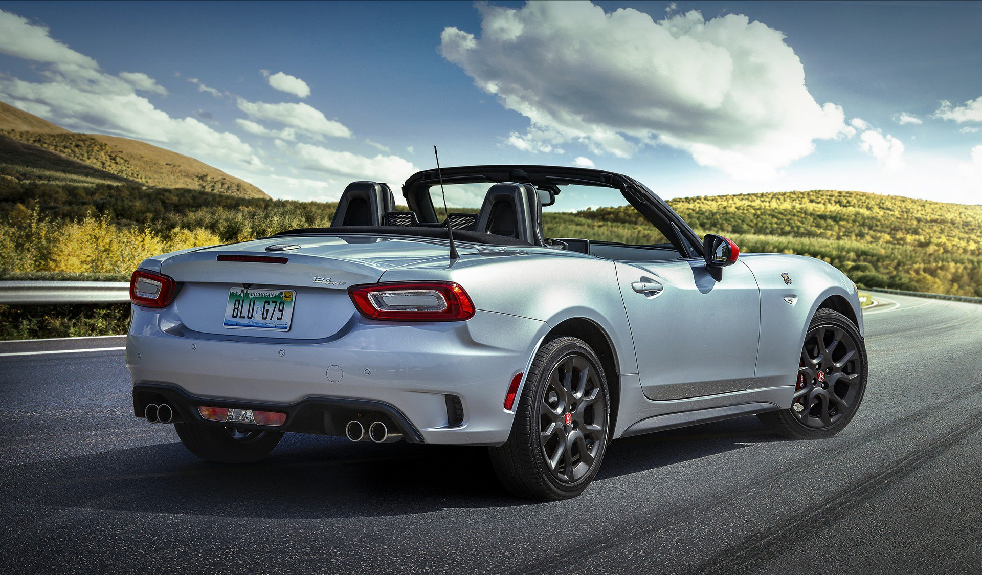 2019 fiat 124 spider isn t the facelift we were expecting. Black Bedroom Furniture Sets. Home Design Ideas
