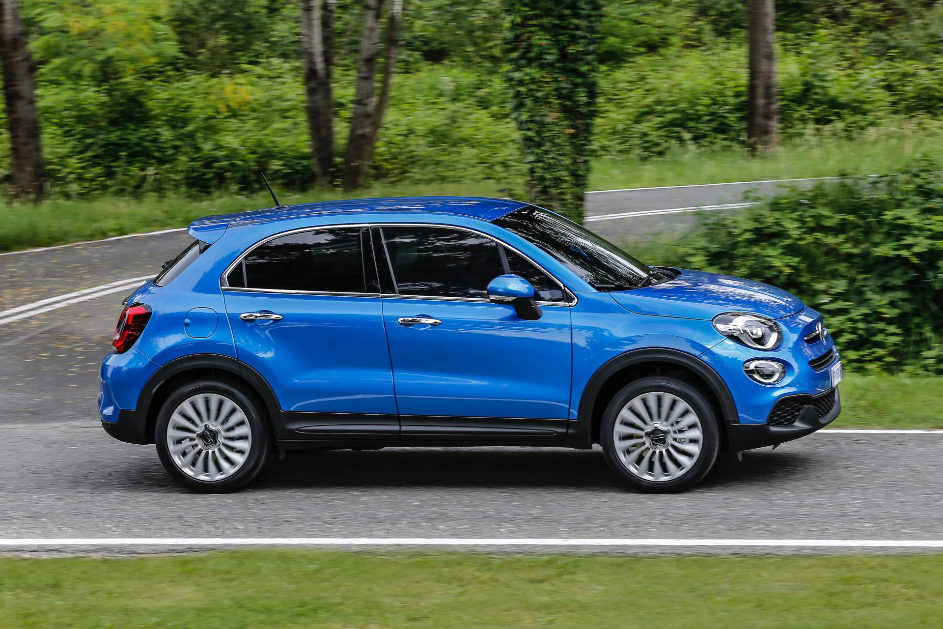 2019 fiat 500x facelifted to match the 2019 jeep renegade. Black Bedroom Furniture Sets. Home Design Ideas