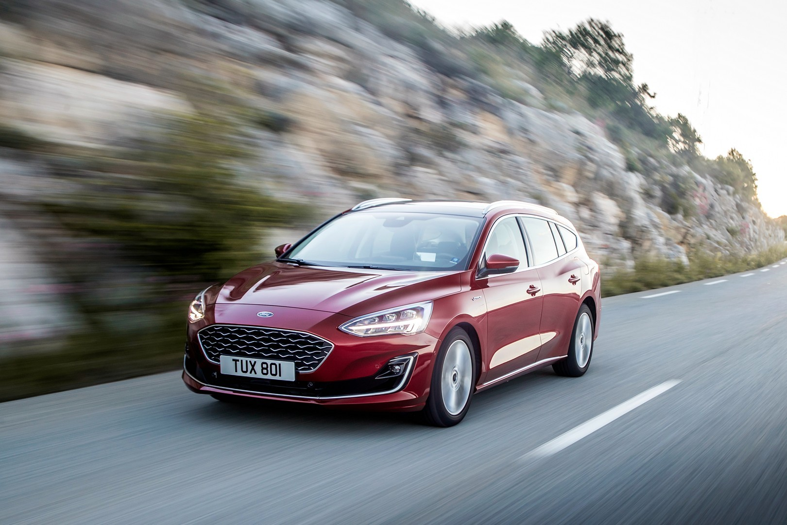 2019 ford focus wagon st line and vignale look good in red. Black Bedroom Furniture Sets. Home Design Ideas