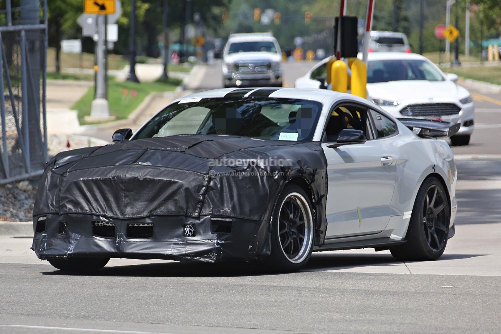 Report 2019 Ford Mustang Shelby Gt500 Has 680 Hp Supercharged 5 0