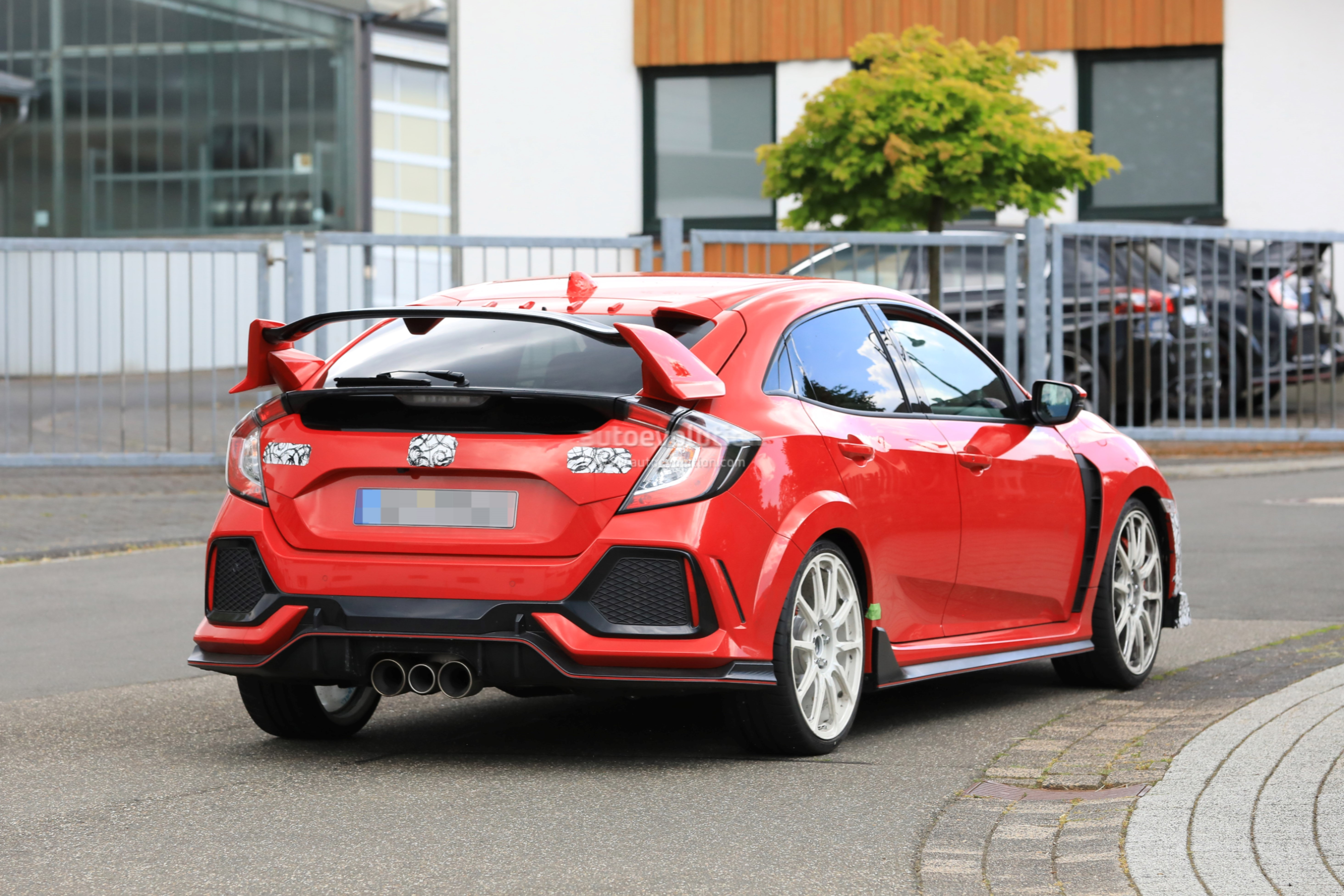 2019 Honda Civic Type R Spied in Red, Differs From White-painted Prototype - autoevolution