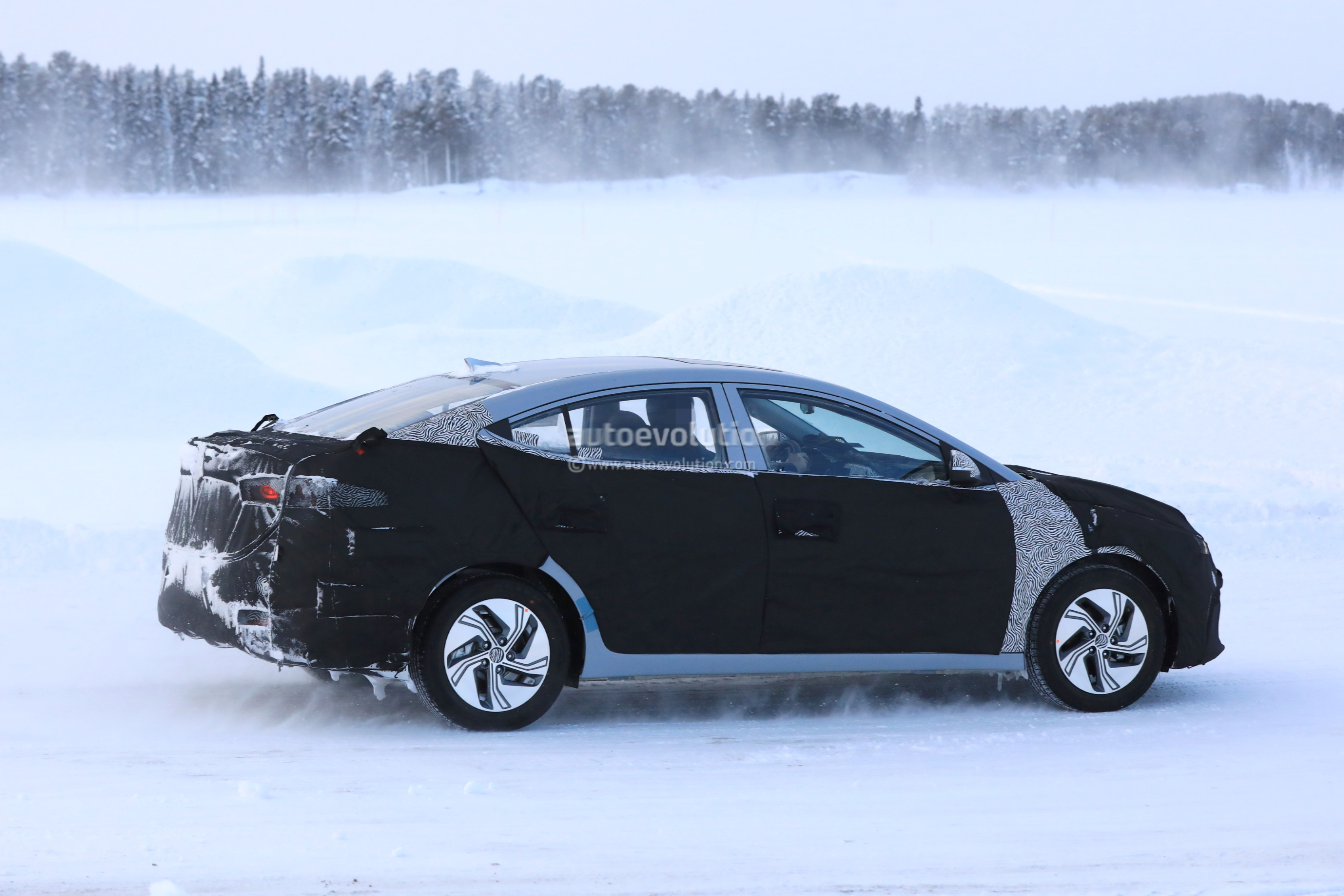 Spyshots: 2019 Hyundai Elantra Electric Does Cold-Weather ...