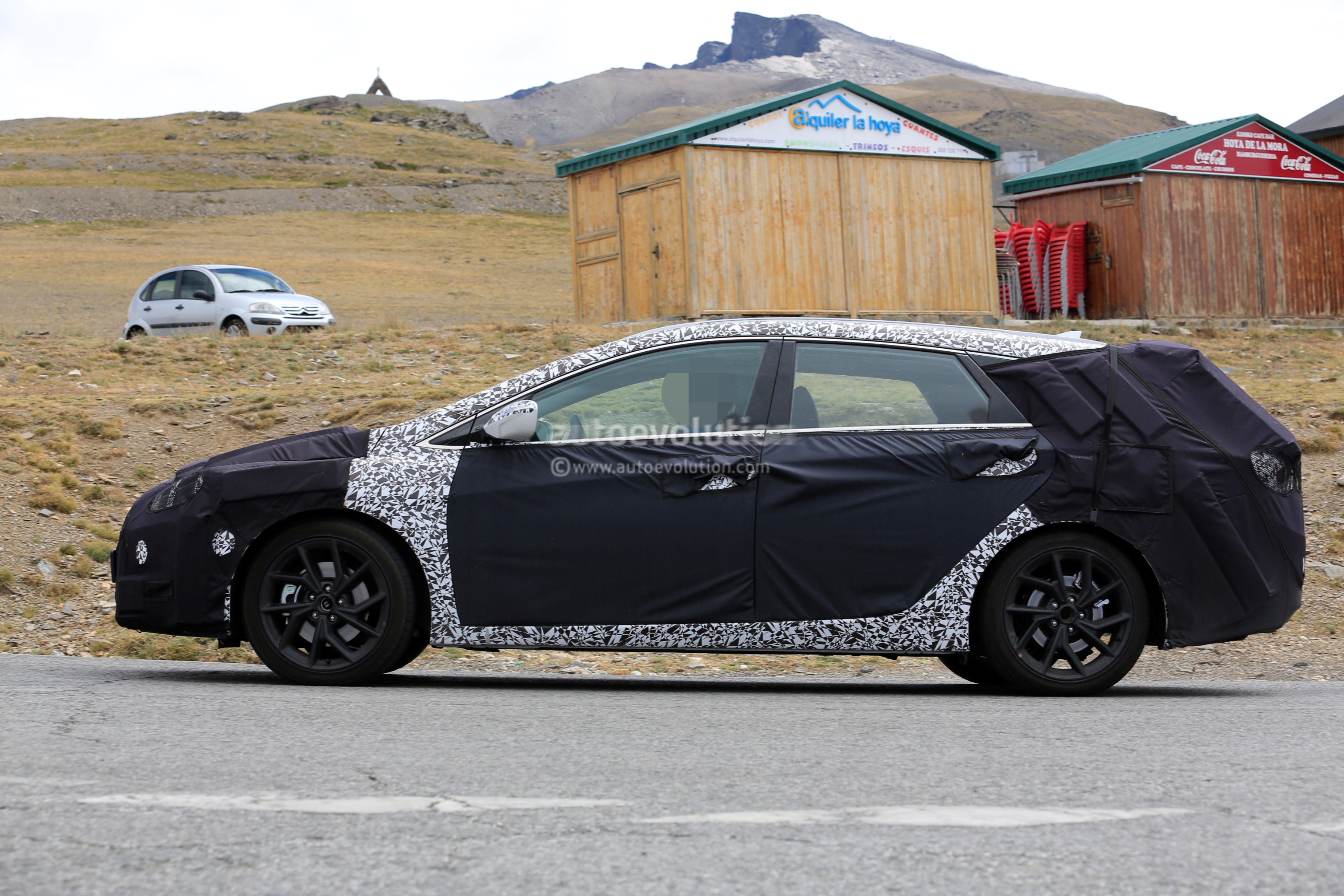 spyshots 2019 hyundai i40 wagon cw caught testing in. Black Bedroom Furniture Sets. Home Design Ideas