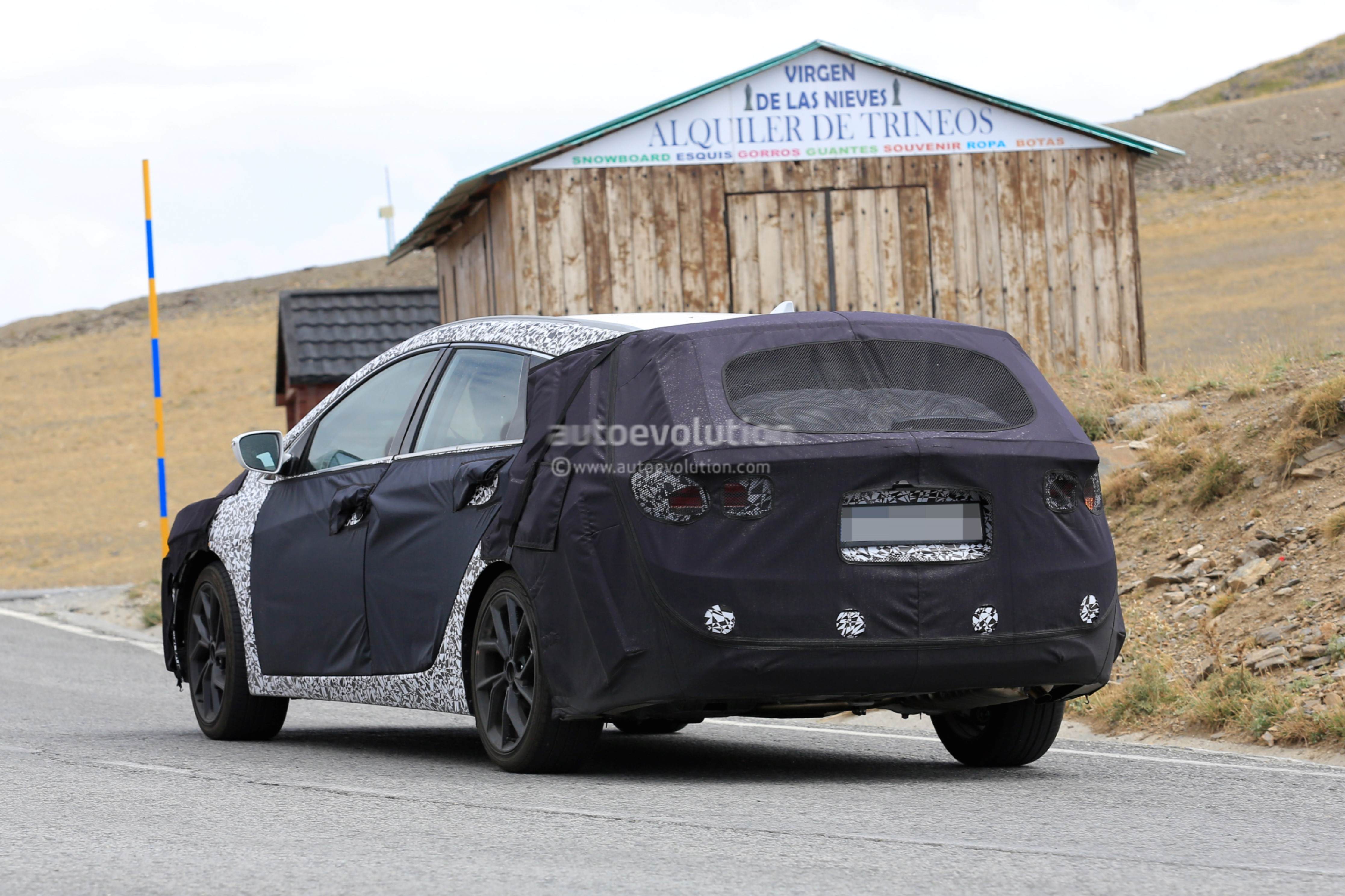 spyshots 2019 hyundai i40 wagon cw caught testing in. Black Bedroom Furniture Sets. Home Design Ideas