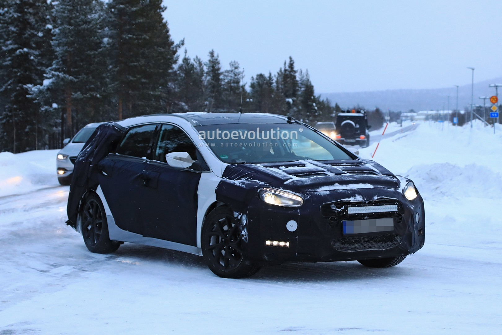 2019 hyundai i40 wagon spied winter benchmark testing with opel insignia autoevolution. Black Bedroom Furniture Sets. Home Design Ideas