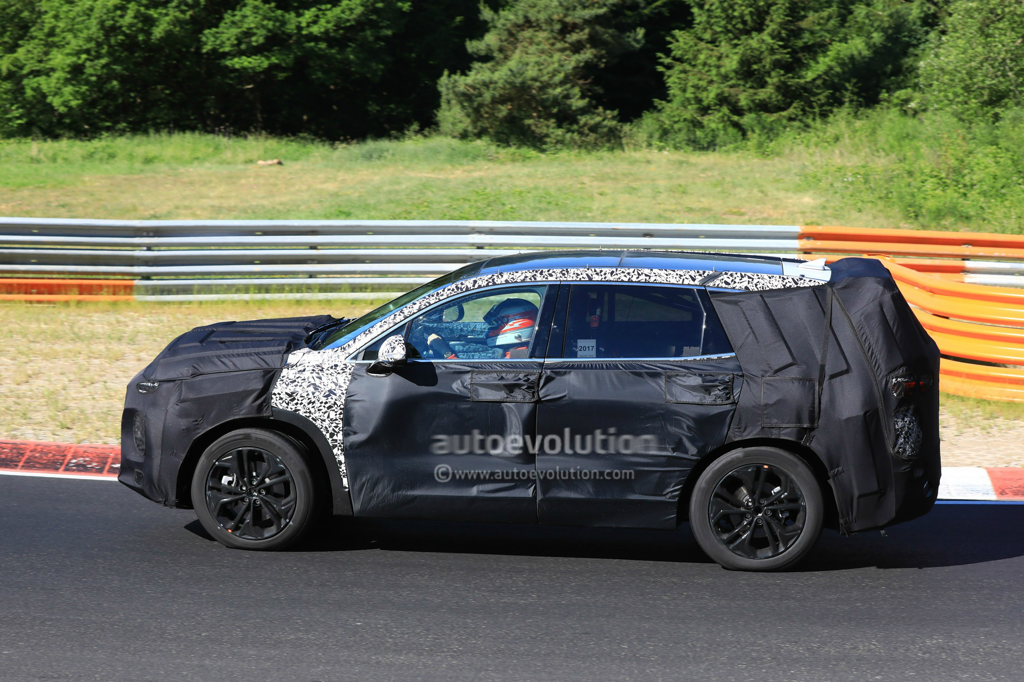2019 Hyundai Santa Fe Takes On The Karussell In Newest Spy Video