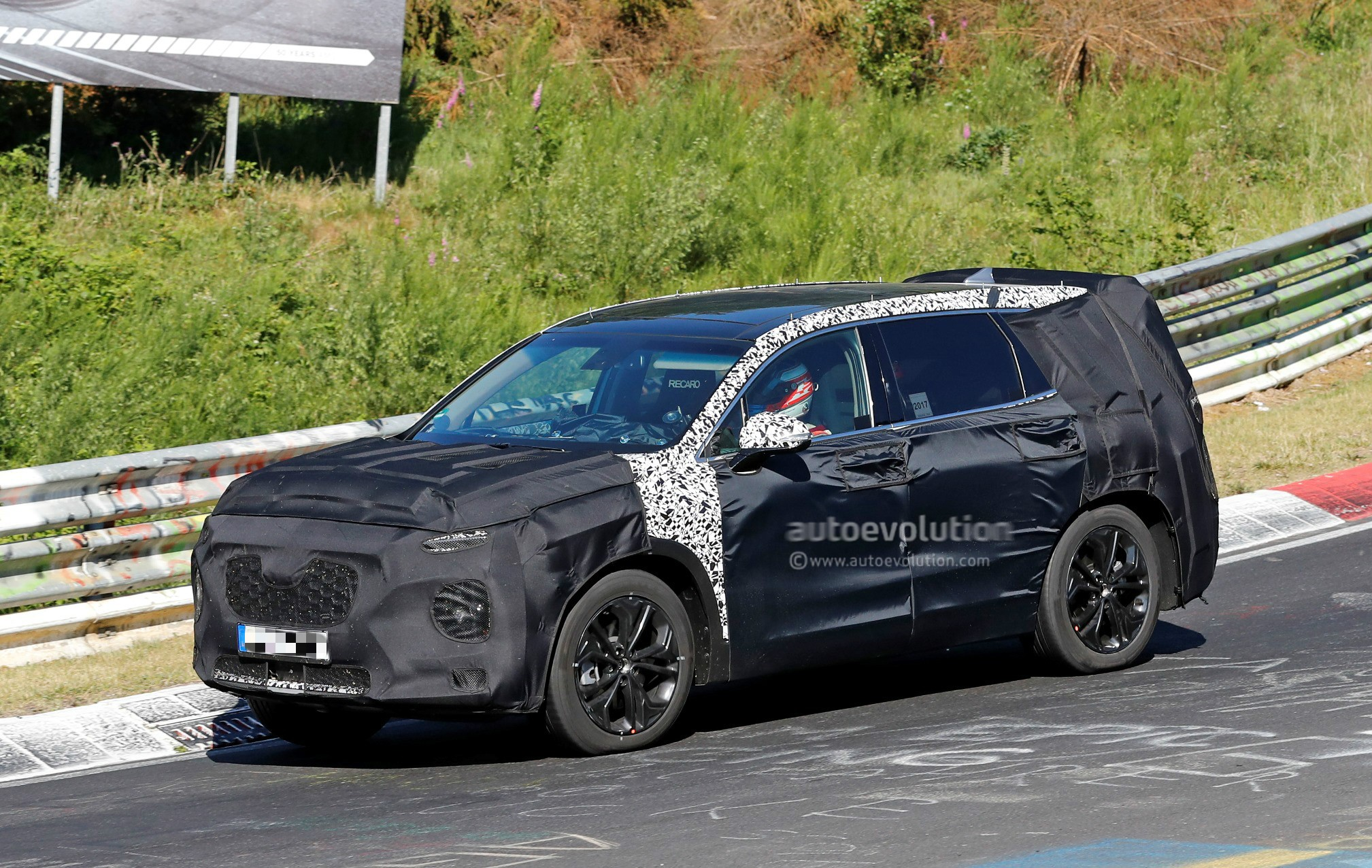 2019 hyundai santa fe takes on the karussell in newest spy. Black Bedroom Furniture Sets. Home Design Ideas