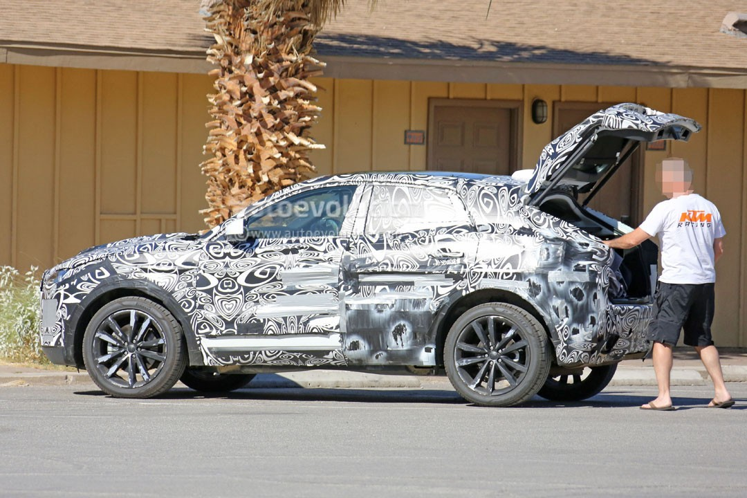 Range Rover Evoque 2018 >> 2019 Jaguar E-Pace Small SUV Can't Take Too Much Junk inside Its Trunk - autoevolution