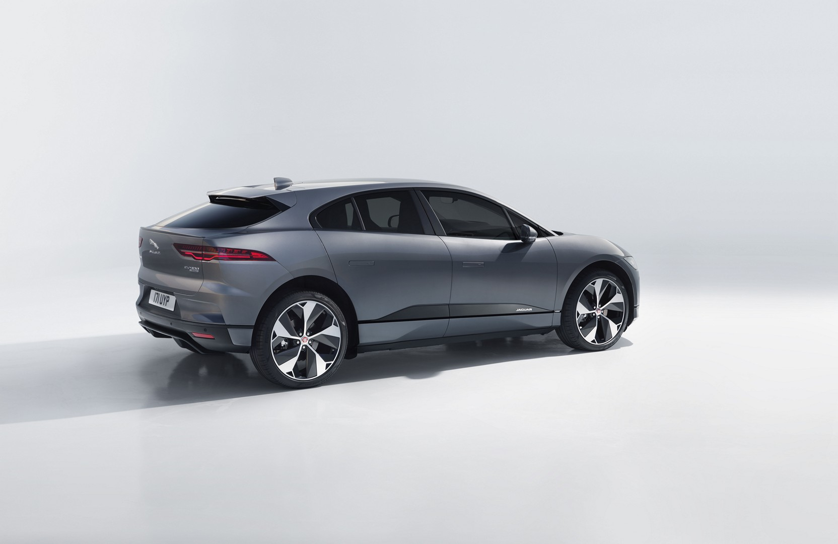 2019 Jaguar I Pace Goes Official With Stunning Looks and 400 HP