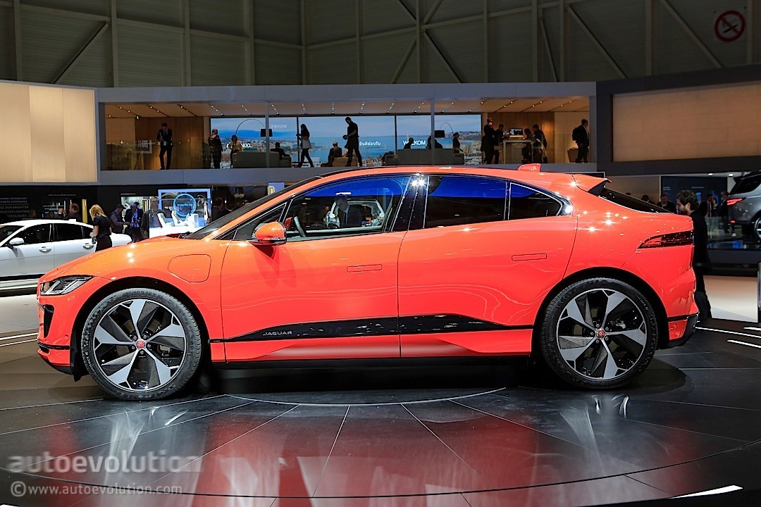 first 2019 jaguar i pace hands on preview essentially says the ev is ok autoevolution. Black Bedroom Furniture Sets. Home Design Ideas