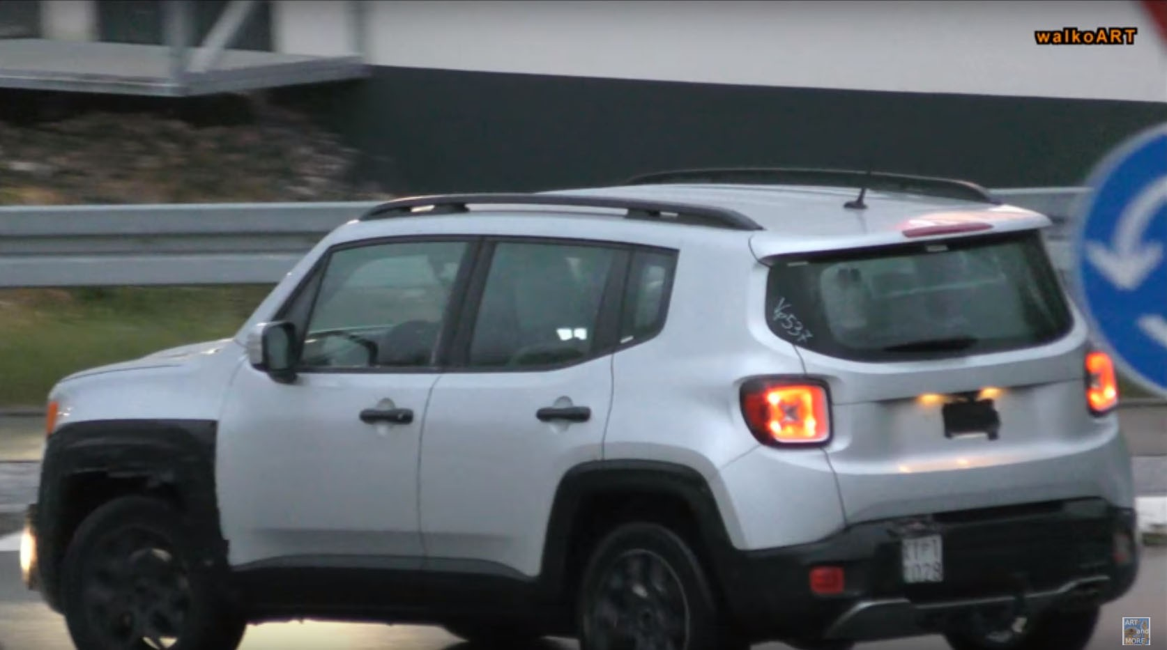 2019 jeep renegade facelift says cheese to the camera. Black Bedroom Furniture Sets. Home Design Ideas
