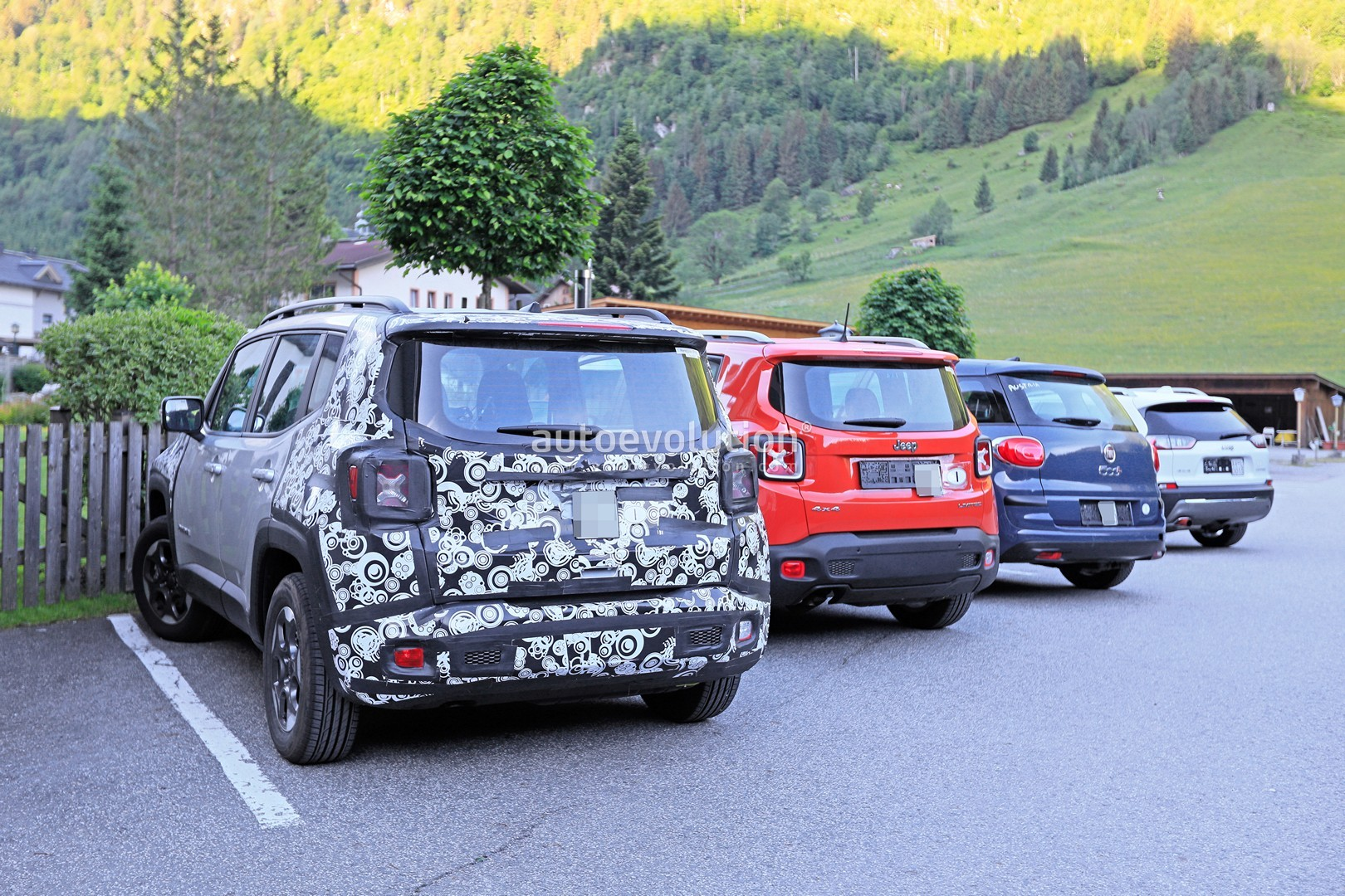 2019 jeep renegade soldiers on with diesel power in europe. Black Bedroom Furniture Sets. Home Design Ideas