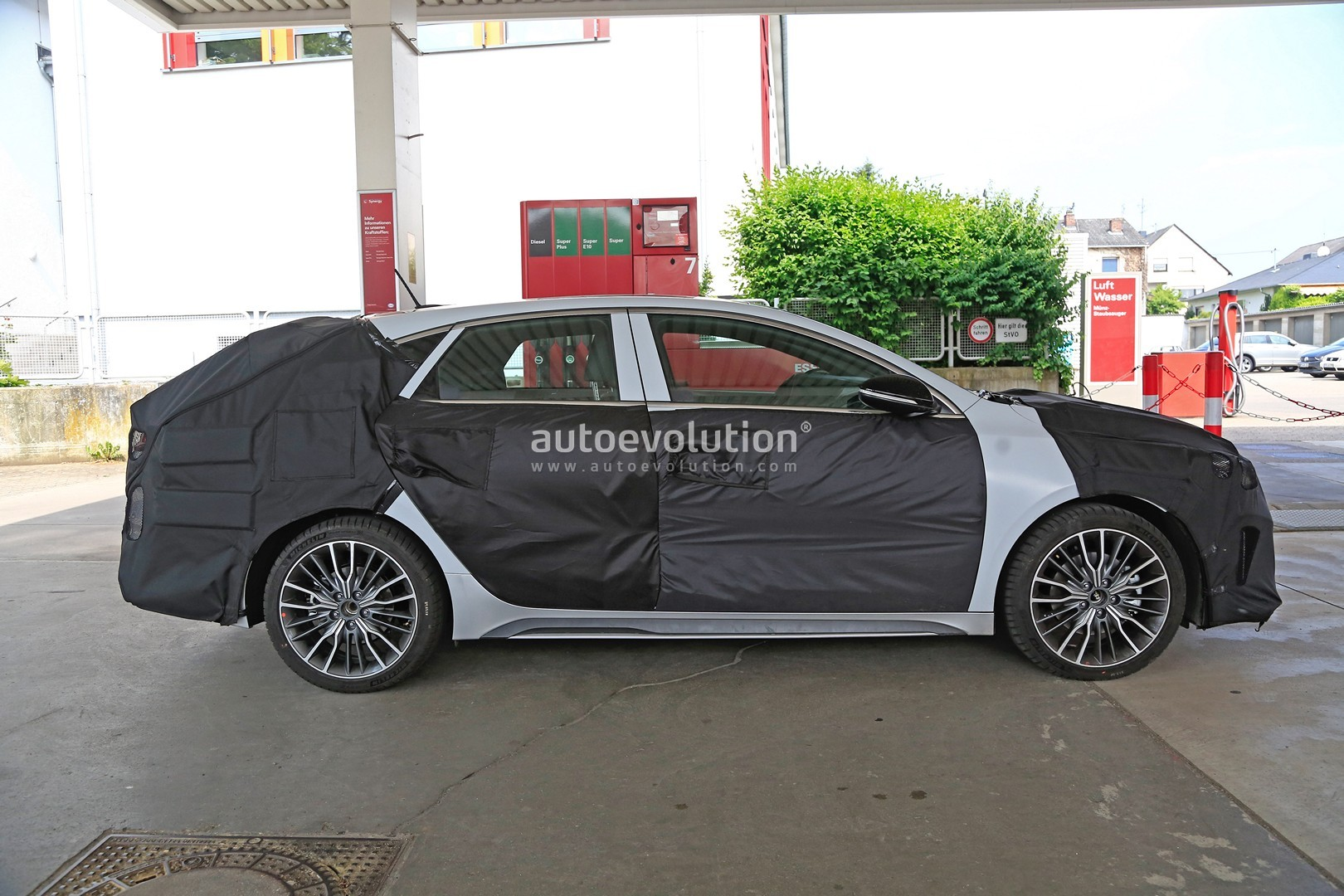 2019 kia ceed fastback spotted for the first time could be the shooting brake autoevolution. Black Bedroom Furniture Sets. Home Design Ideas