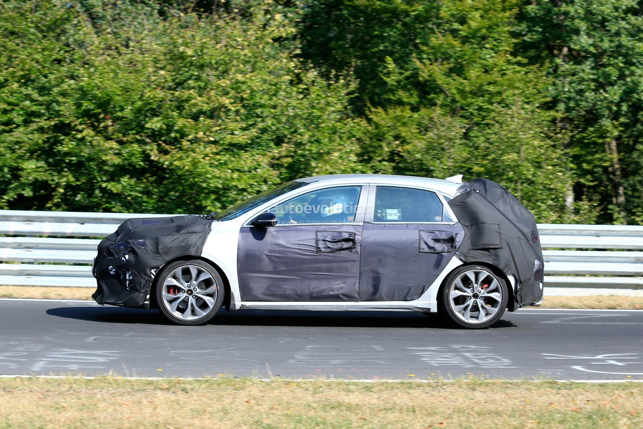 2019 Kia Proceed Shooting Brake Spied Together With Ceed ...
