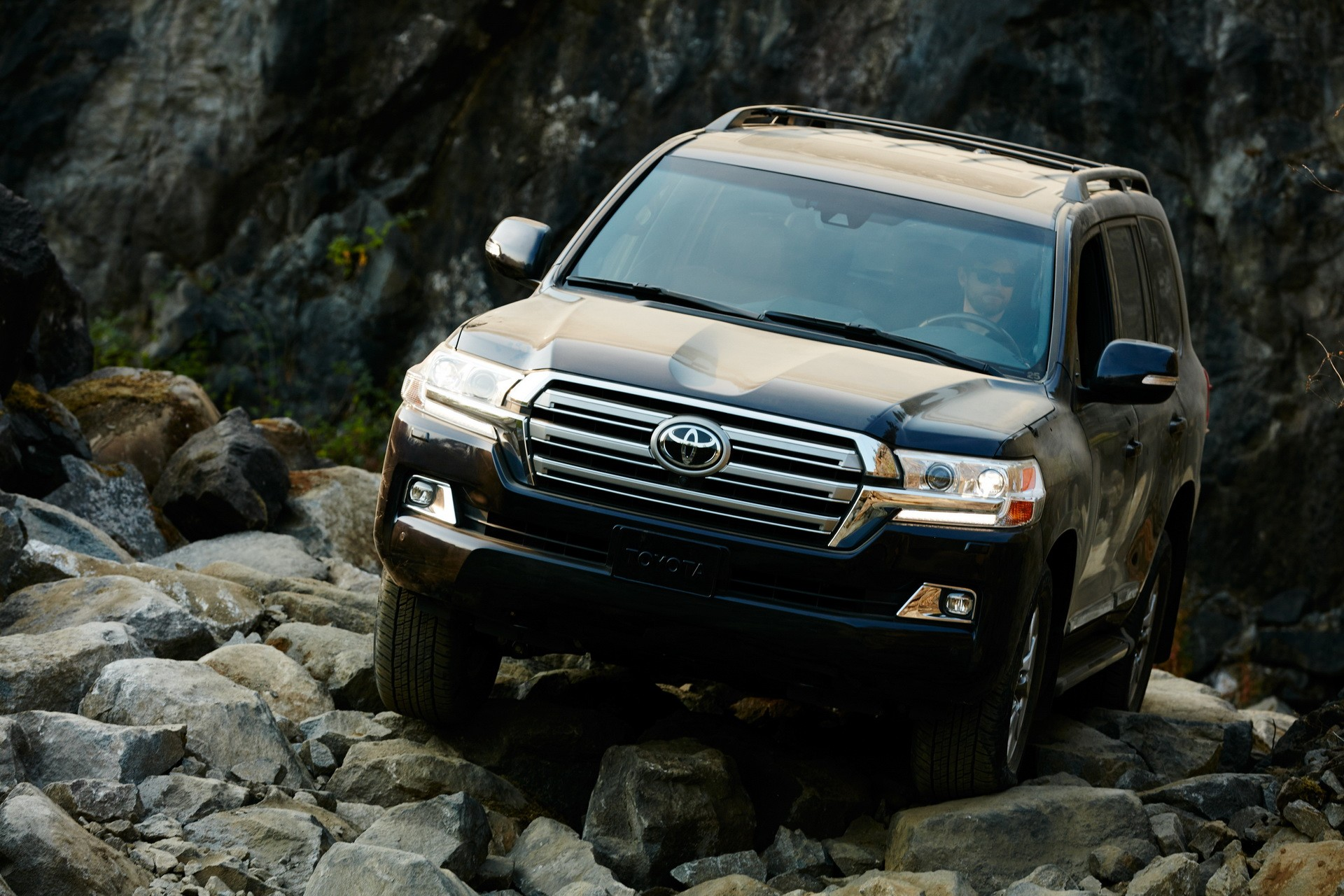 toyota land cruiser gets more expensive for the 2019 model year autoevolution. Black Bedroom Furniture Sets. Home Design Ideas