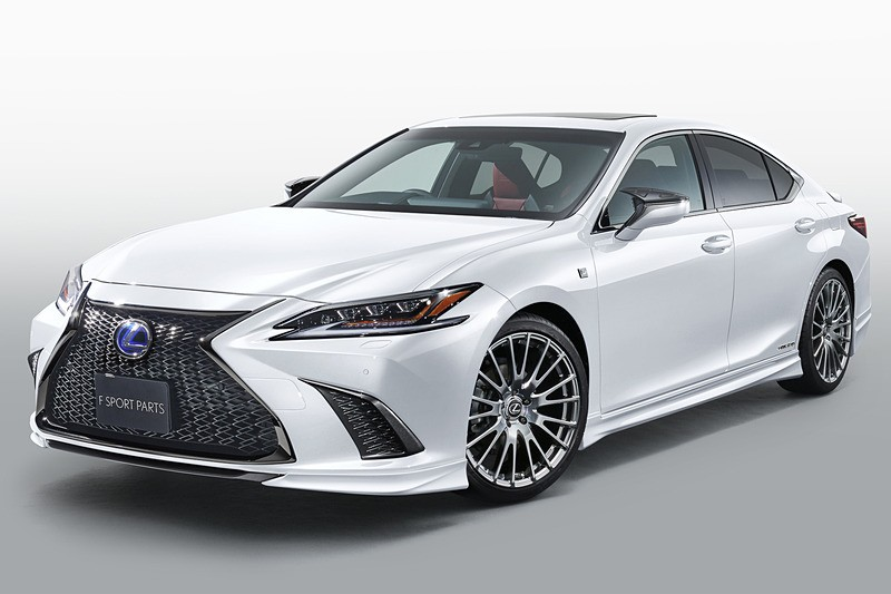 Rejoice, the All-New 2019 ES Is the First Lexus With Apple ...