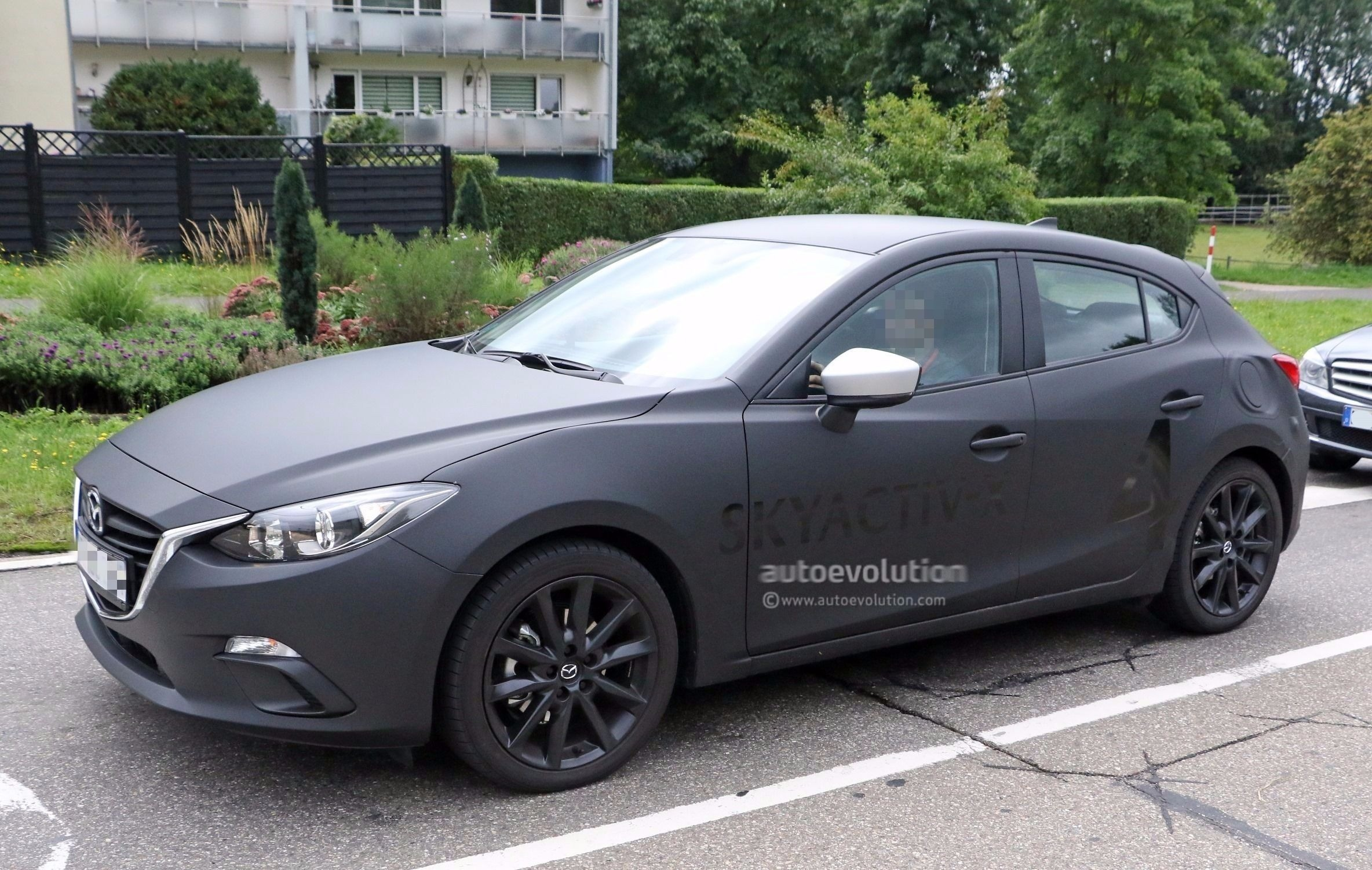 spyshots 2019 mazda3 skyactiv x mule testing with 2017 model s body shell autoevolution. Black Bedroom Furniture Sets. Home Design Ideas