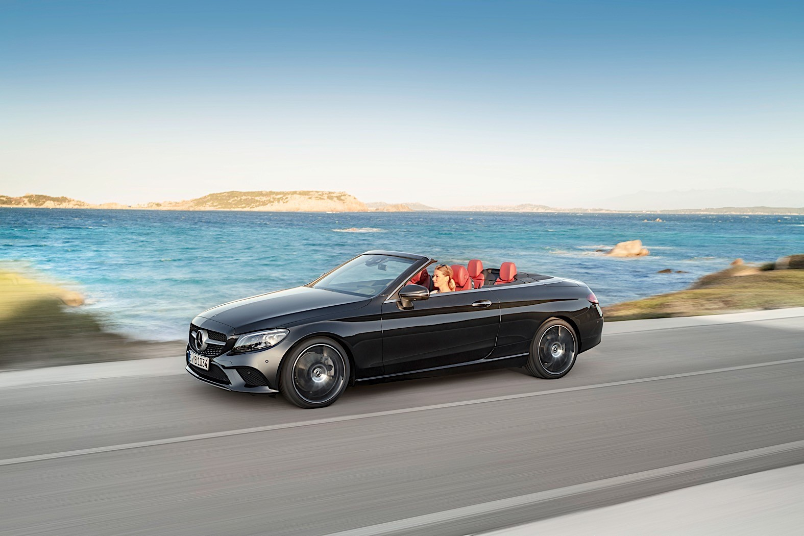2019 mercedes benz c class coupe cabrio go official with more powerful engines autoevolution - Mercedes c class coupe convertible ...