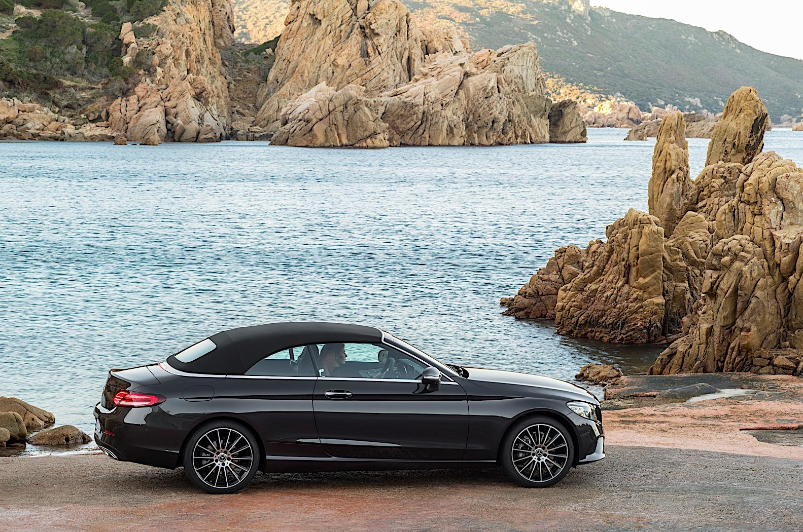 2019 mercedes benz c class coupe cabrio go official with. Black Bedroom Furniture Sets. Home Design Ideas