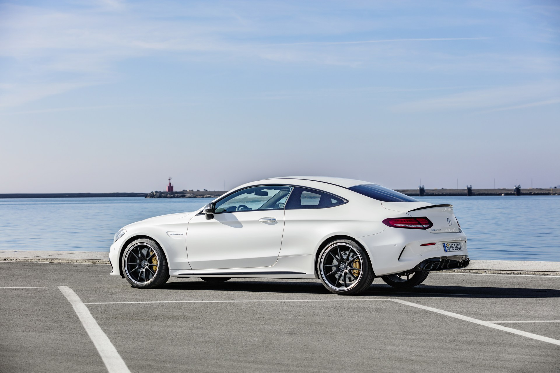 2019 mercedes amg c63 coupe debuts facelift look in new. Black Bedroom Furniture Sets. Home Design Ideas