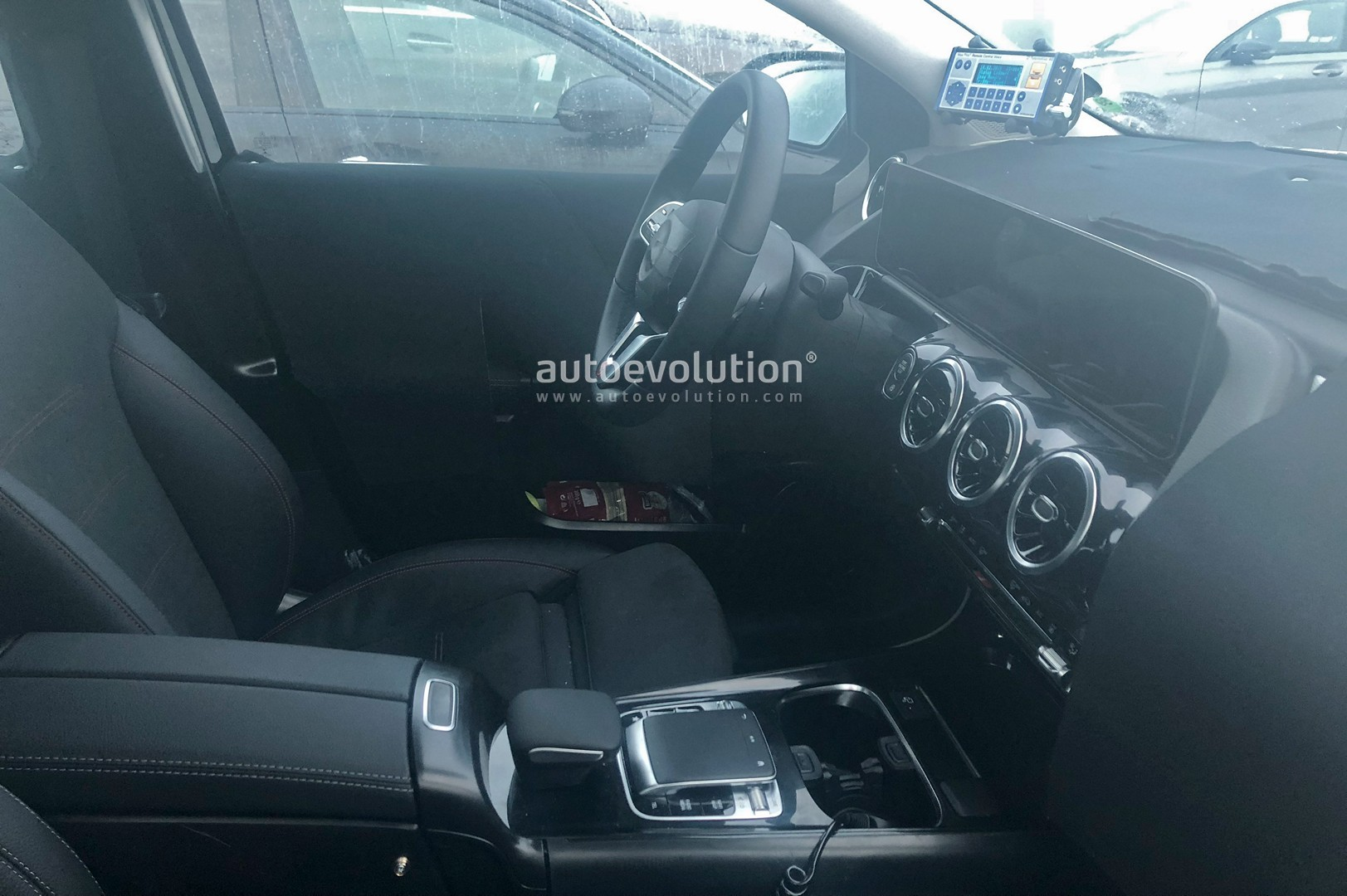2019 mercedes benz b class reveals new interior with mbux screens amg line kit autoevolution. Black Bedroom Furniture Sets. Home Design Ideas