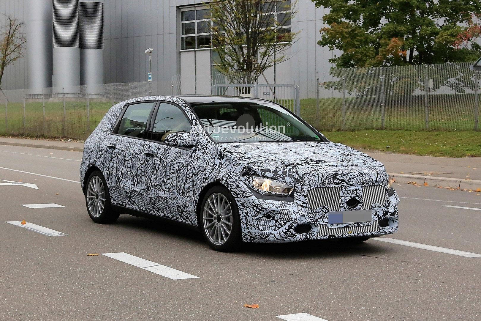 spyshots  2019 mercedes b-class is actually a major facelift