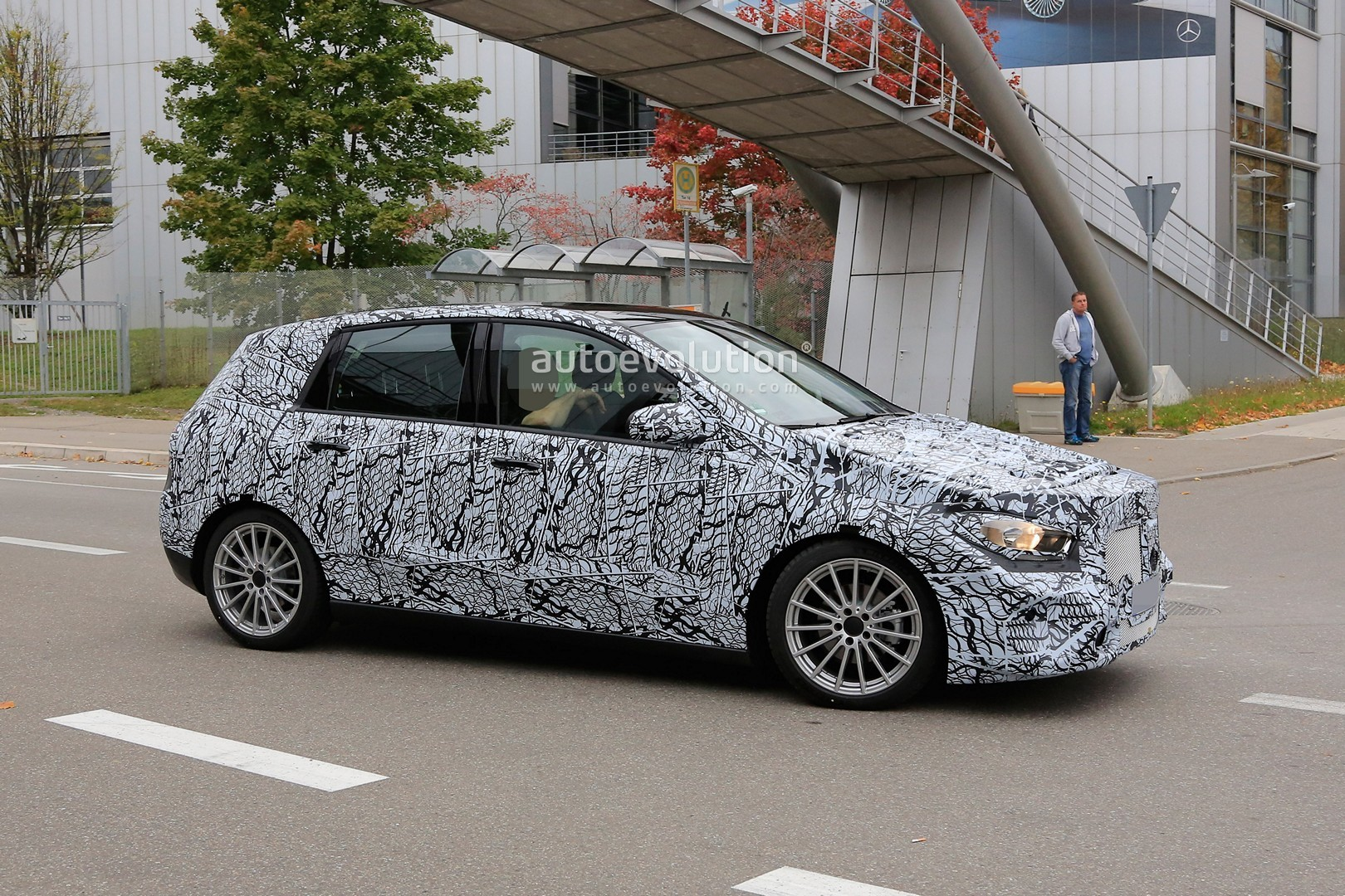 spyshots 2019 mercedes b class is actually a major facelift autoevolution. Black Bedroom Furniture Sets. Home Design Ideas