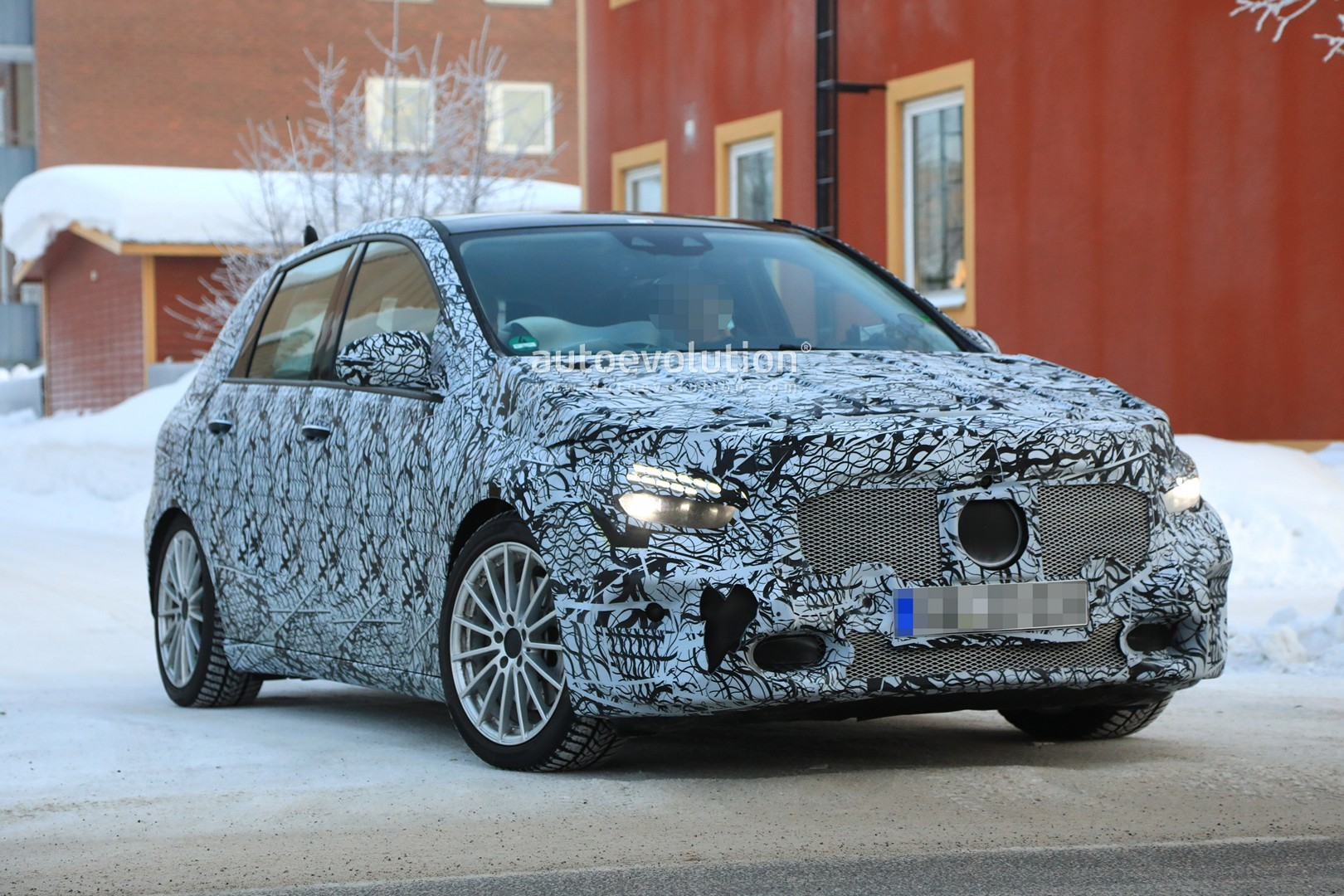 2019 mercedes b class spied while winter testing appears to have amg line pack autoevolution. Black Bedroom Furniture Sets. Home Design Ideas