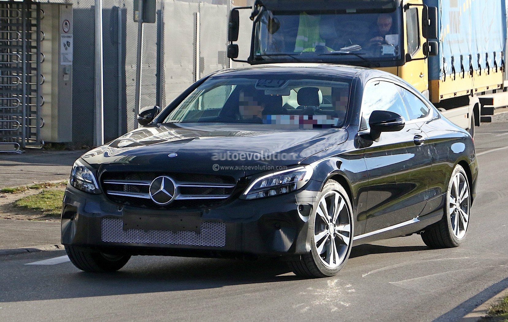 2019 mercedes benz c class coupe facelift shows all new. Black Bedroom Furniture Sets. Home Design Ideas