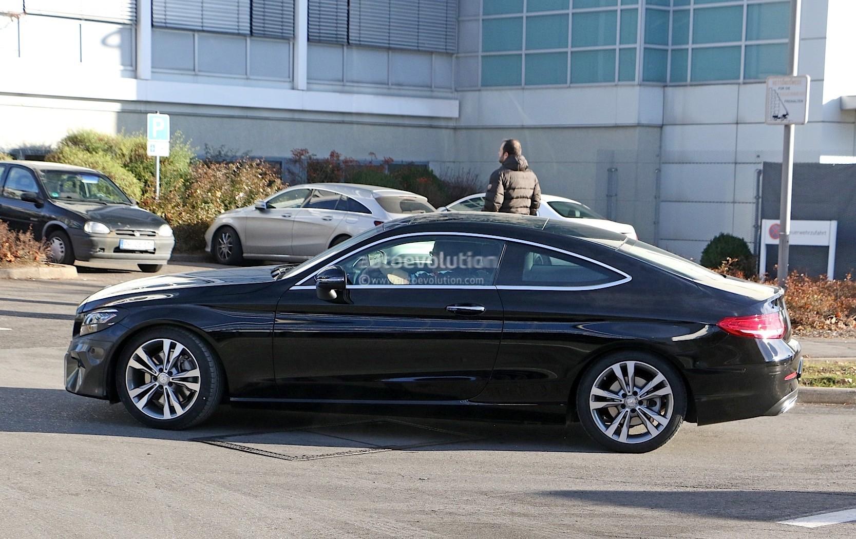 2015 - [Mercedes] Classe C Coupé & Cabriolet [C205/A205] - Page 15 2019-mercedes-benz-c-class-coupe-facelift-shows-all-new-led-headlamps_4