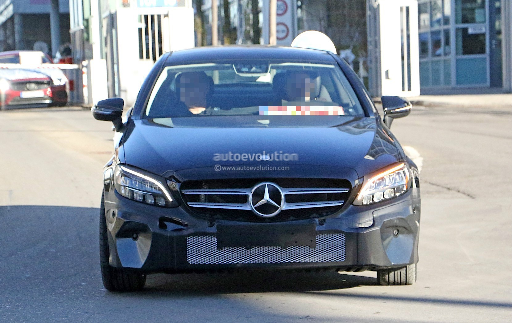 2019 mercedes benz c class coupe facelift shows all new for Mercedes benz usa accessories