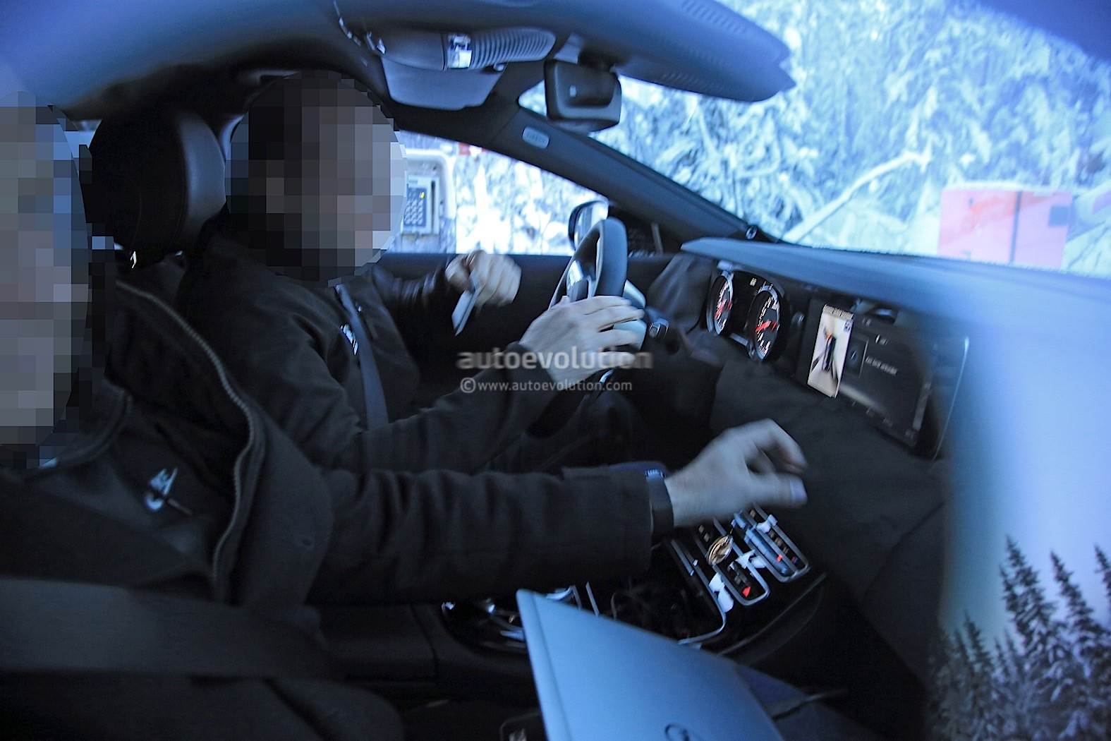 2019-mercedes-benz-cle-cls-partly-show-interior-for-the-first-time_1
