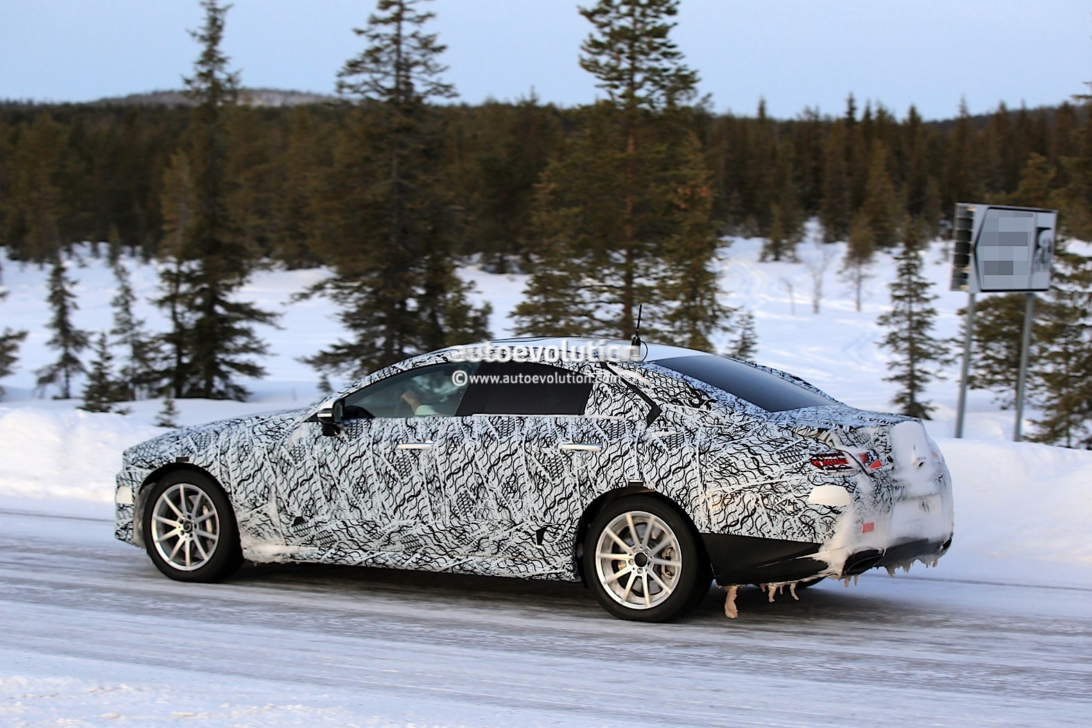 2019-mercedes-benz-cle-cls-partly-show-interior-for-the-first-time_10