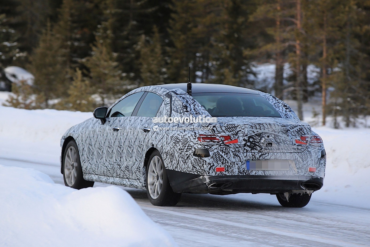 2019-mercedes-benz-cle-cls-partly-show-interior-for-the-first-time_17