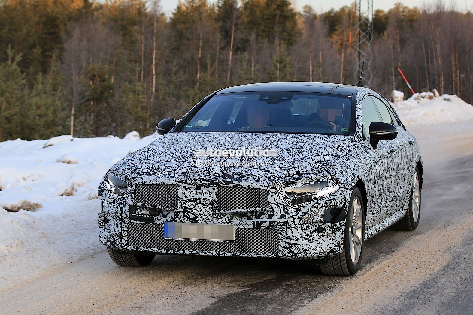 2019-mercedes-benz-cle-cls-partly-show-interior-for-the-first-time_4