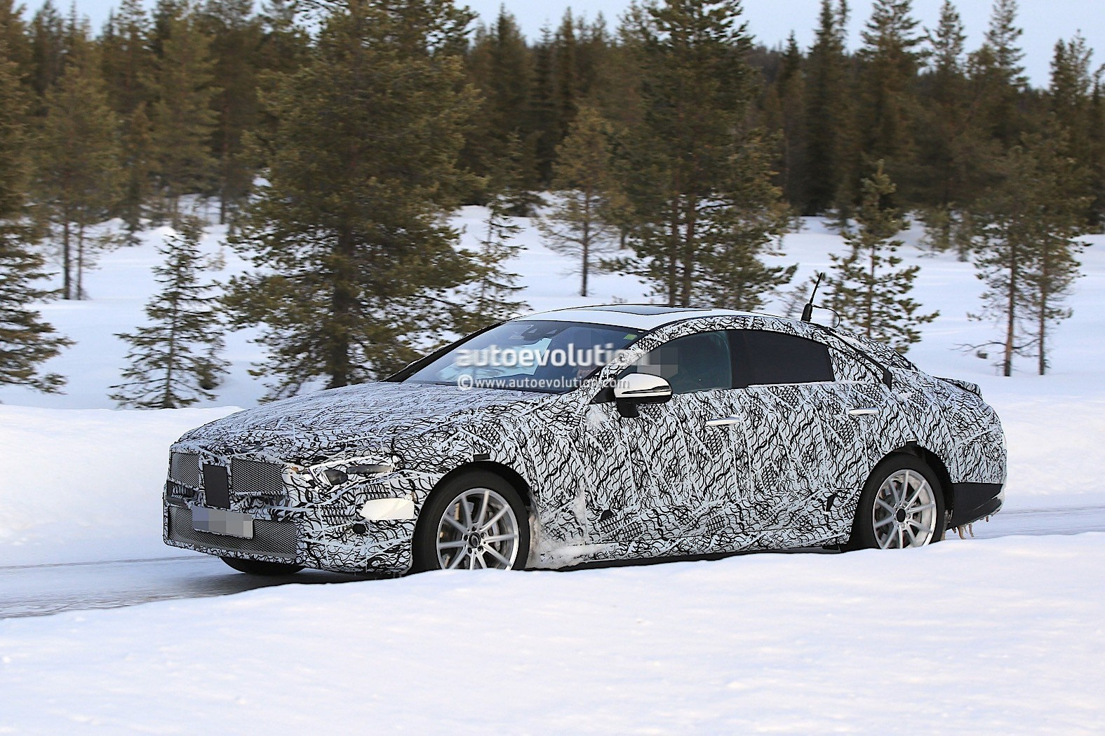 2019-mercedes-benz-cle-cls-partly-show-interior-for-the-first-time_8