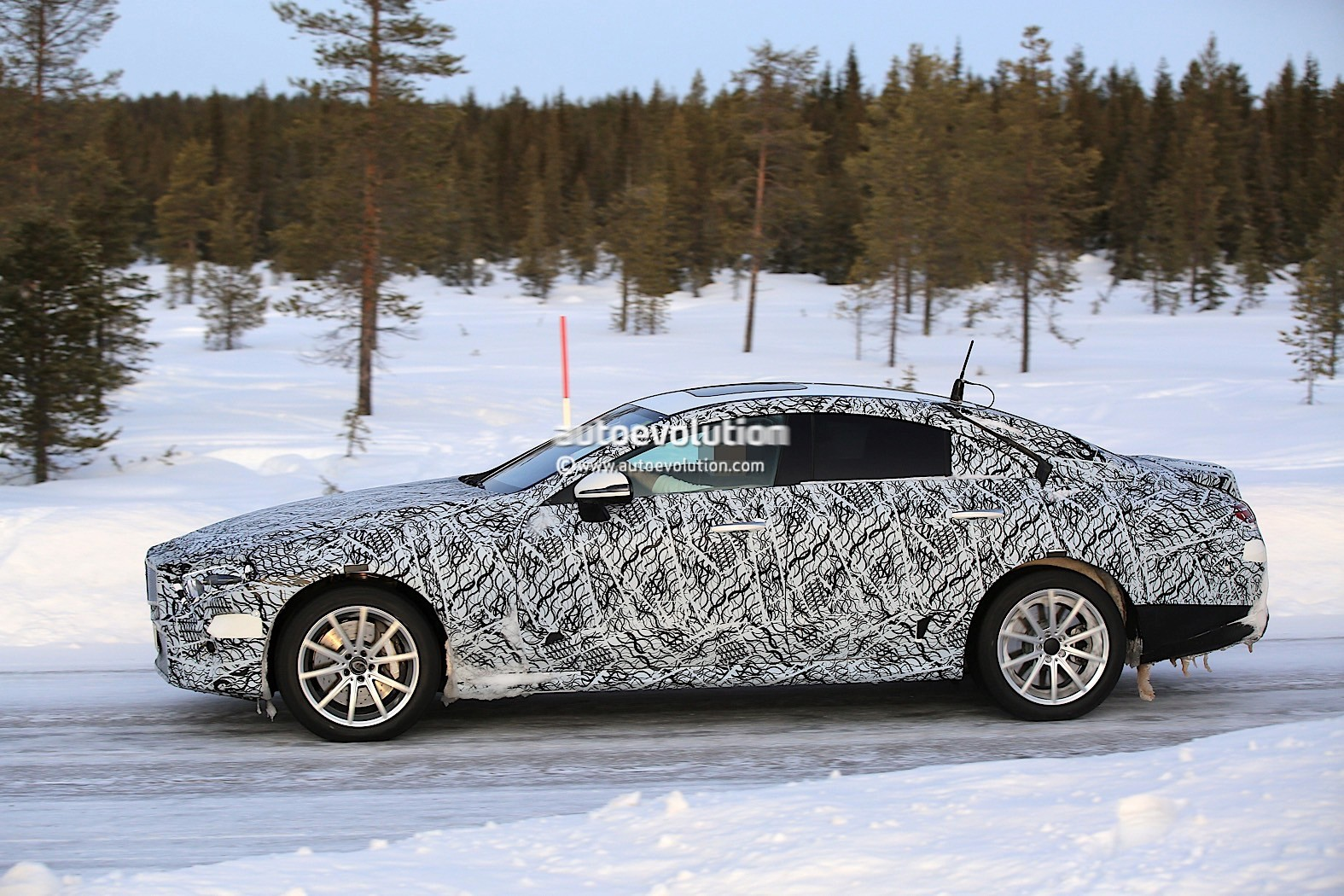 2019-mercedes-benz-cle-cls-partly-show-interior-for-the-first-time_9