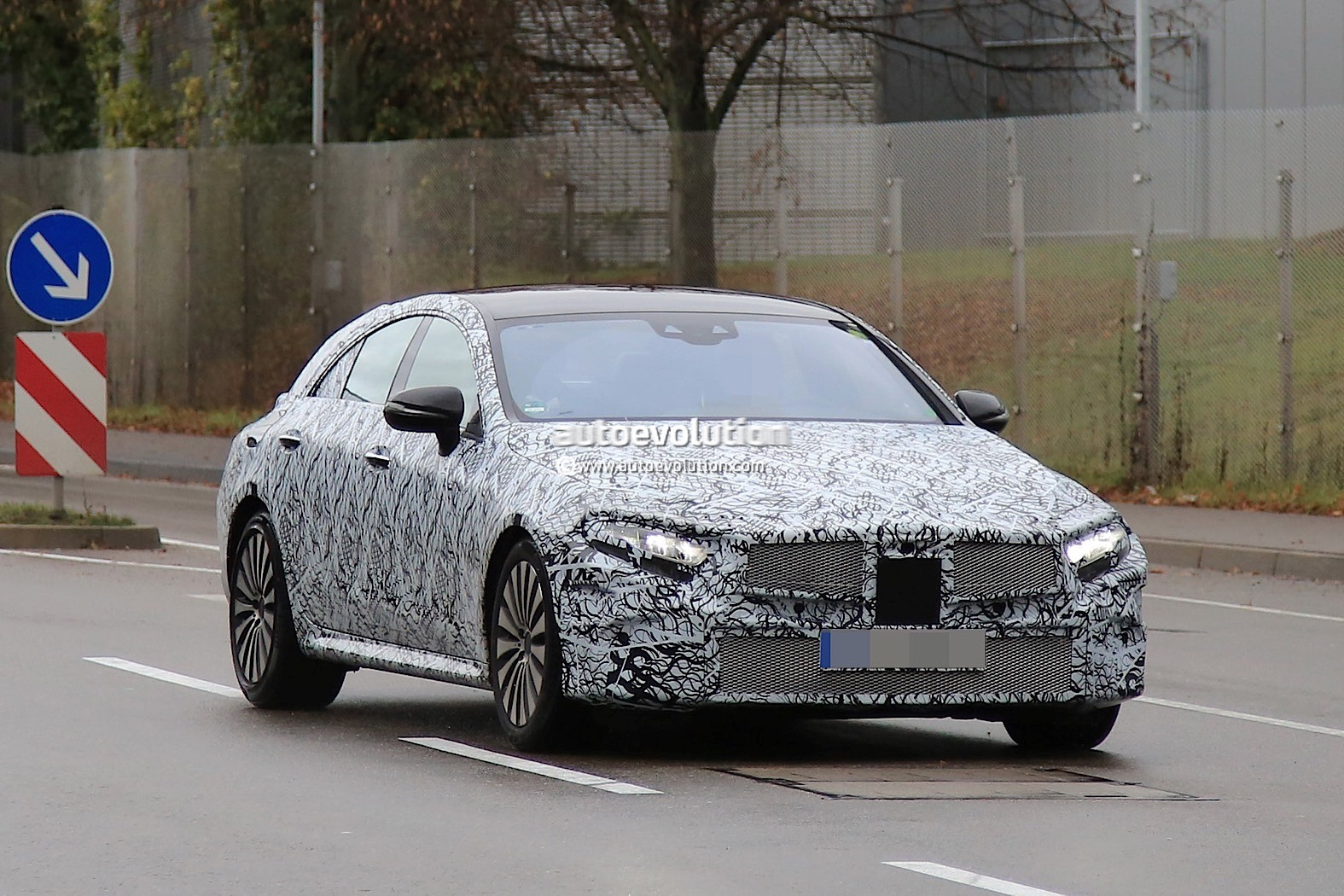 2018 - [Mercedes] CLS III  2019-mercedes-benz-cle-prototype-grins-for-the-camera_1