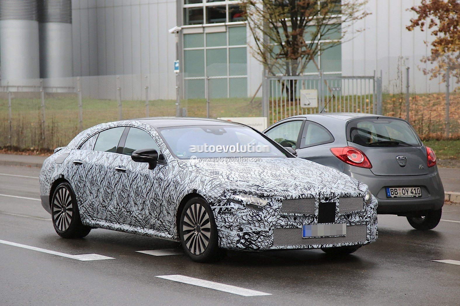 2018 - [Mercedes] CLS III  2019-mercedes-benz-cle-prototype-grins-for-the-camera_4