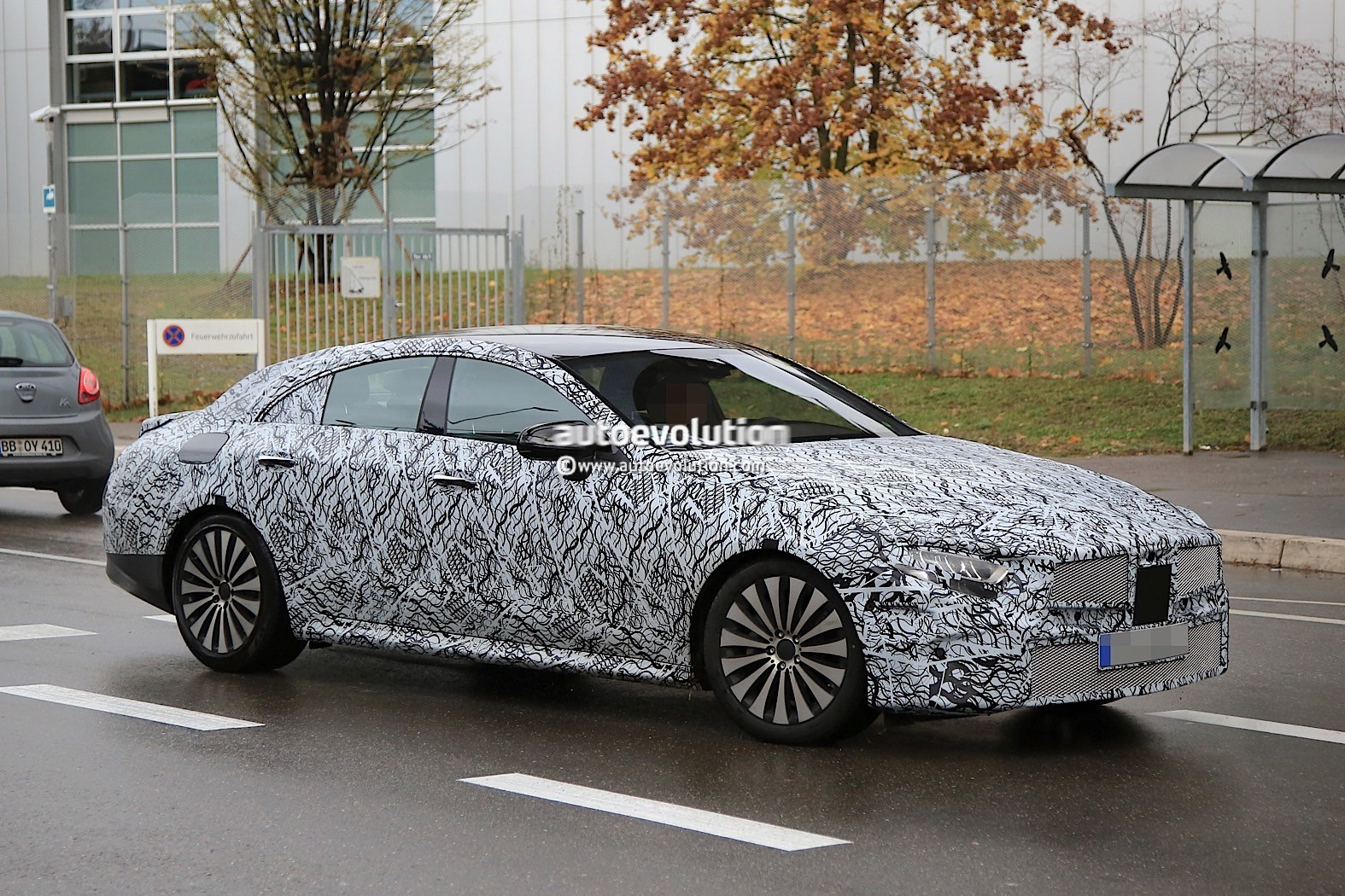 2018 - [Mercedes] CLS III  2019-mercedes-benz-cle-prototype-grins-for-the-camera_5