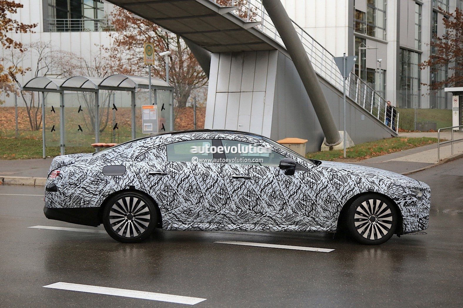 2018 - [Mercedes] CLS III  2019-mercedes-benz-cle-prototype-grins-for-the-camera_7