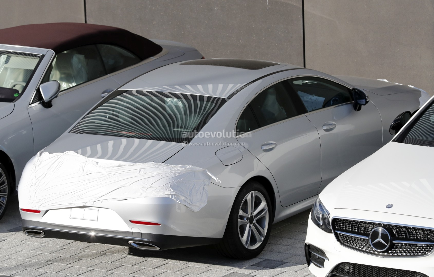 spyshots 2019 mercedes benz cls reveals more design details autoevolution. Black Bedroom Furniture Sets. Home Design Ideas