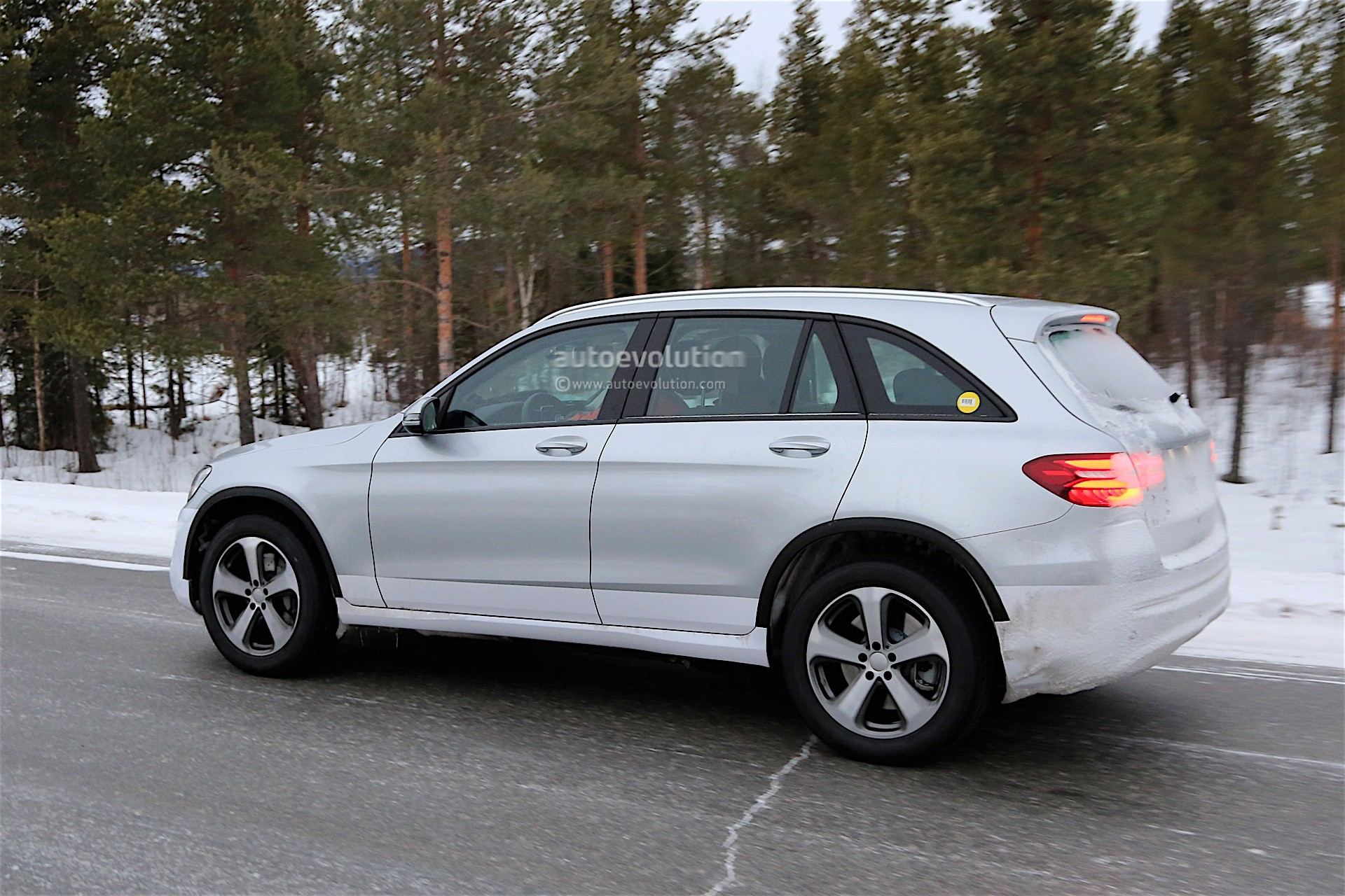 2019 - [Mercedes-Benz] EQ C 2019-mercedes-benz-eva-full-electric-chassis-testing-mules-spied_12